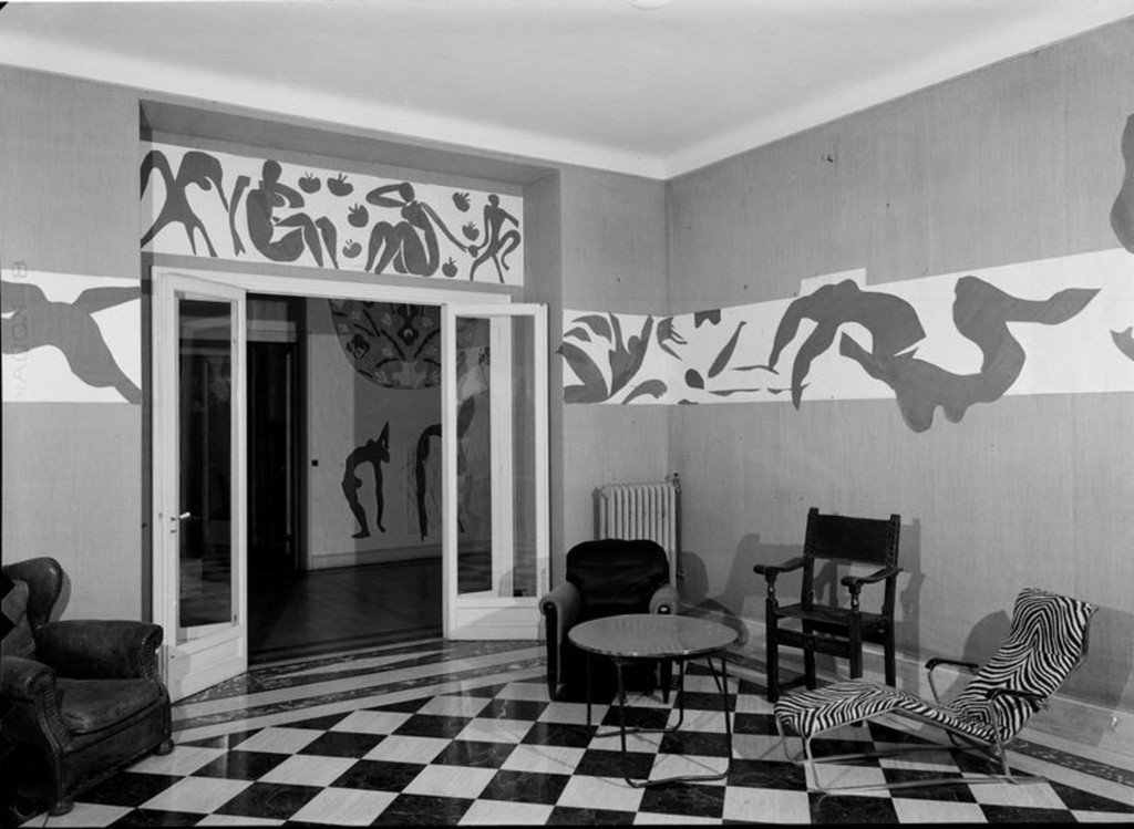 *The Swimming Pool* in Matisse's dining room at the Hôtel Régina, Nice, 1953. Photo: Hélène Adant. © Centre Pompidou - MnamCci - Bibliothèque Kandinsky