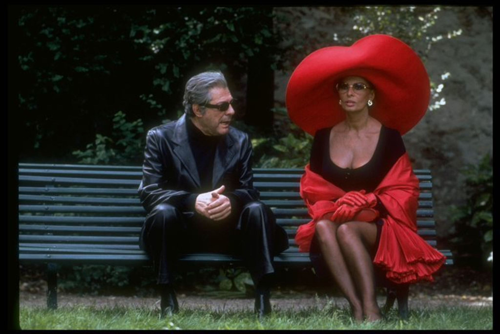 *Prêt-à-Porter (Ready to Wear)*. 1994. Directed by Robert Altman.  Courtesy Miramax/Park Circus