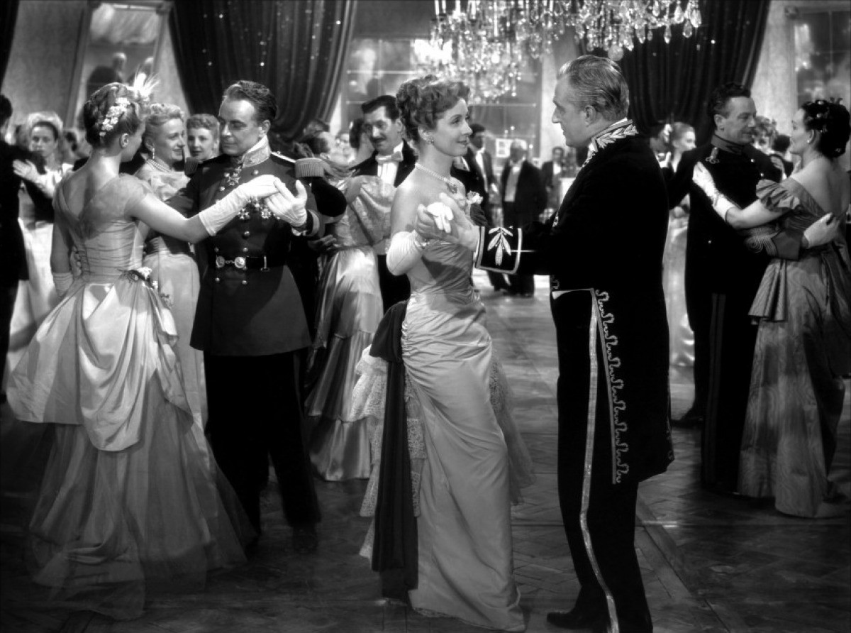 a description of the film madame de directed by max ophuls The earrings of madame de – director, writer (screenplay) la ronde – director (as max ophuls) director max ophüls was born max oppenheimer in.