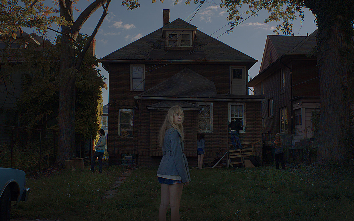 *It Follows*. 2015. USA. Directed by David Robert Mitchell. Courtesy of Radius-TWC