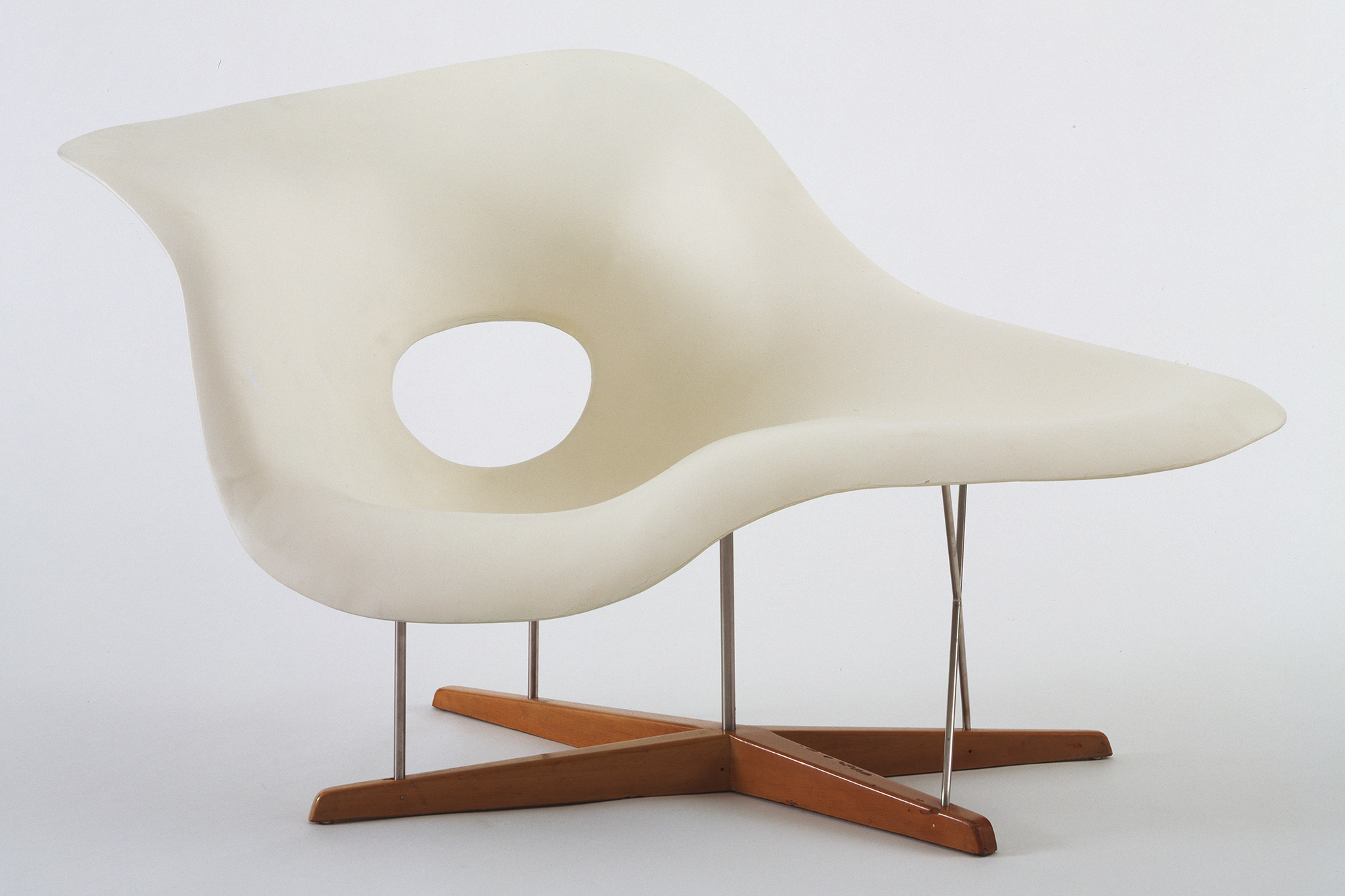 Charles Eames and Ray Eames. Full Scale Model of Chaise Longue (La Chaise). 1948. Hard rubber foam, plastic, wood, and metal, 32 1/2 × 59 × 24 1/4″ (82.5 × 149.8 × 87 cm). The Museum of Modern Art. Gift of the designer