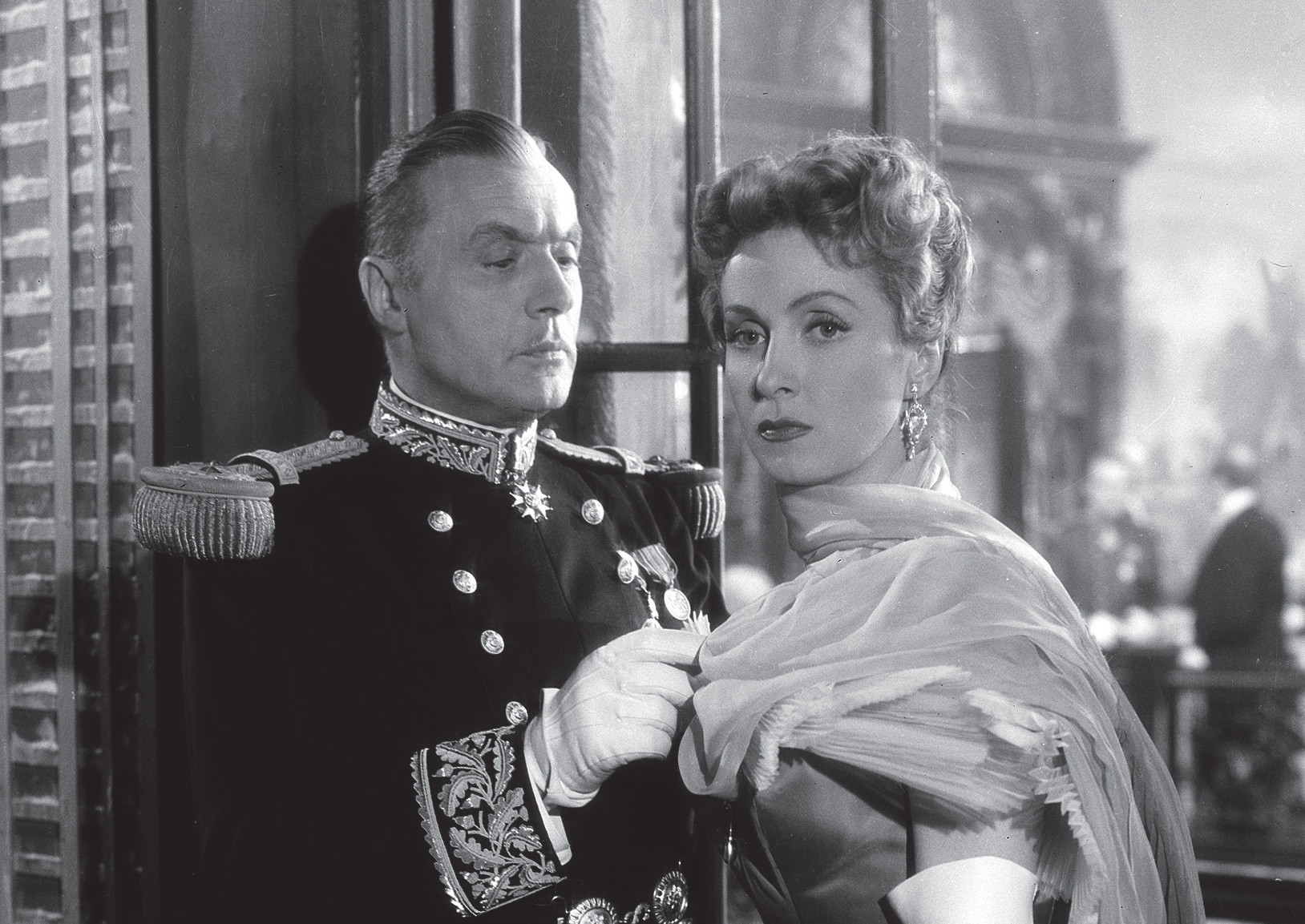 a description of the film madame de directed by max ophuls The earrings of madame de is a film directed by max ophüls with danielle darrieux, charles boyer, vittorio de sica, jean debucourt year: 1953 original title: madame de synopsis: a woman lies to her husband about having sold a pair of diamond earrings which were a gift from him he discovers it thanks to the.