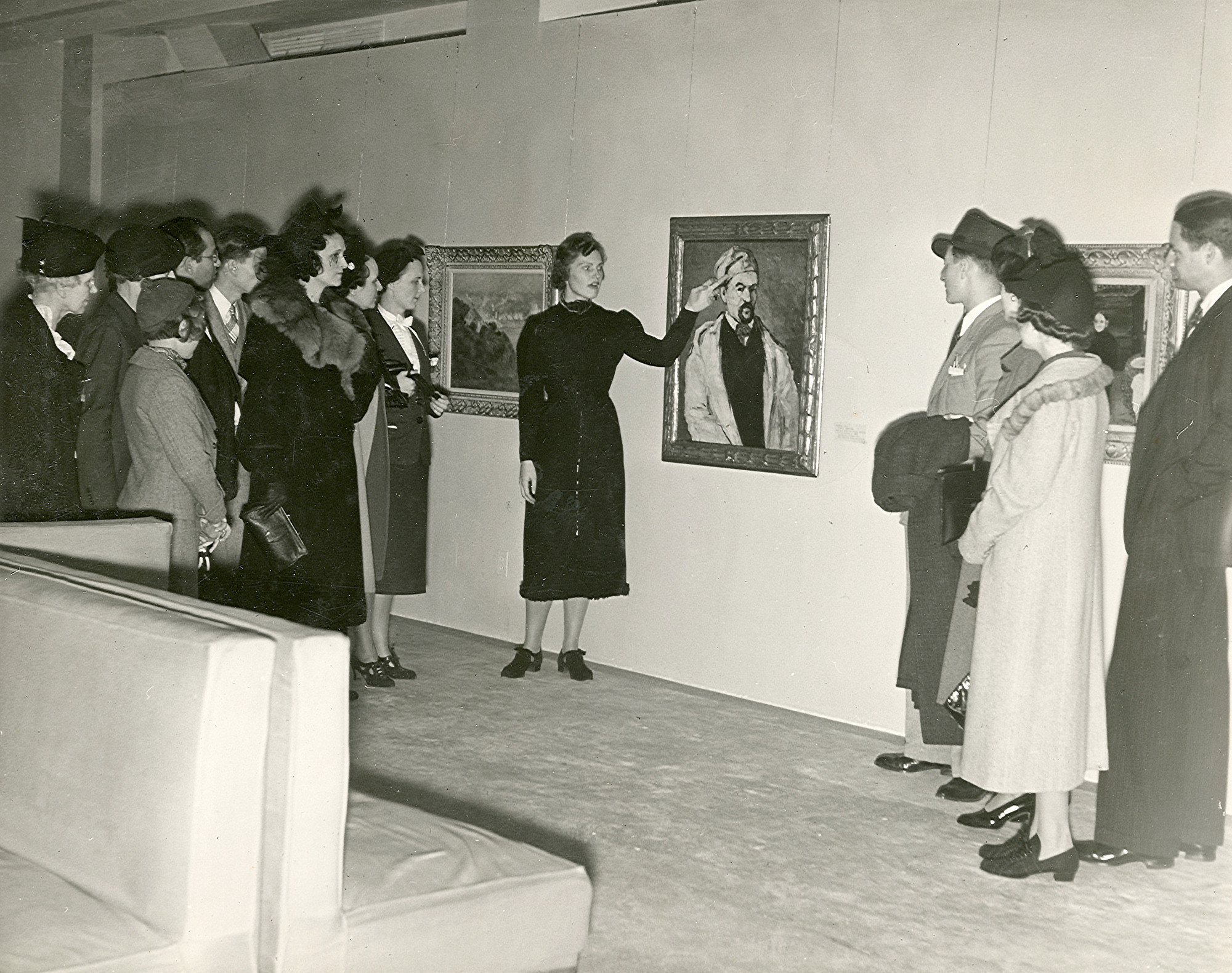 Guided talk by lecturer Ruth Olson at The Museum of Modern Art, New York. c. 1937–1939. Photographic Archive. The Museum of Modern Art Archives, New York. Photo: Beaumont Newhall