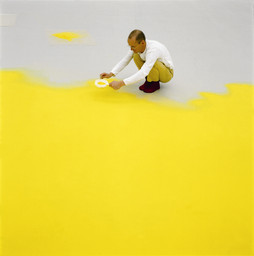 Wolfgang Laib sifting hazelnut pollen, 1992. Courtesy Sperone Westwater Gallery, New York