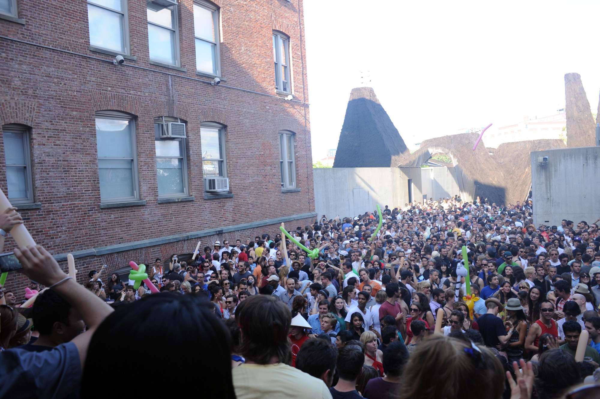 Warm Up, MoMA PS1, 2009. Photo: Sexe Devres