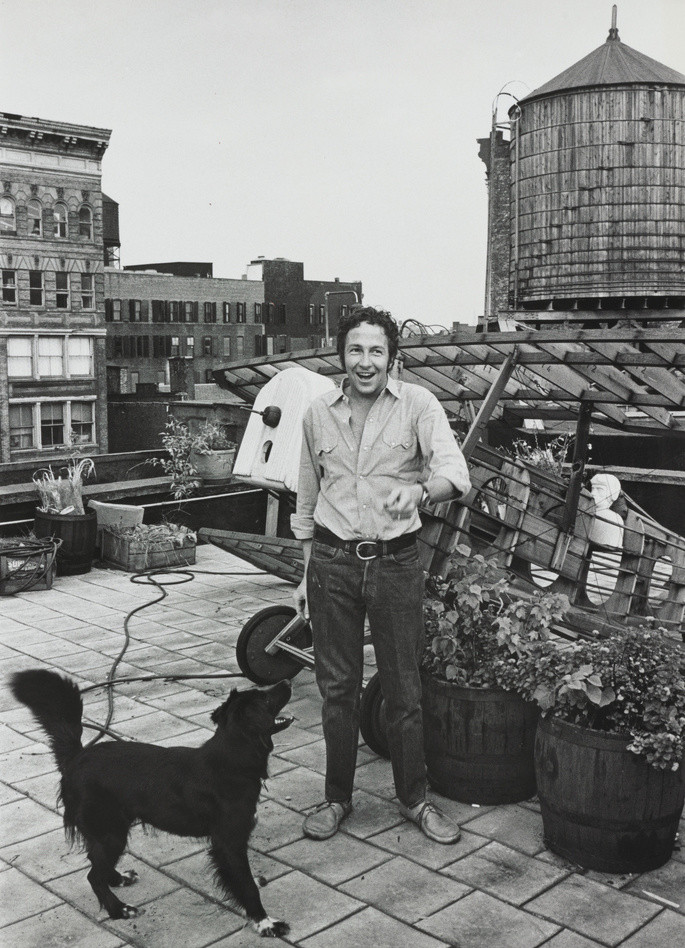Robert Rauschenberg on the roof of his Lafayette Street studio, New York, 1968. Photo: Shunk-Kender. © J. Paul Getty Trust