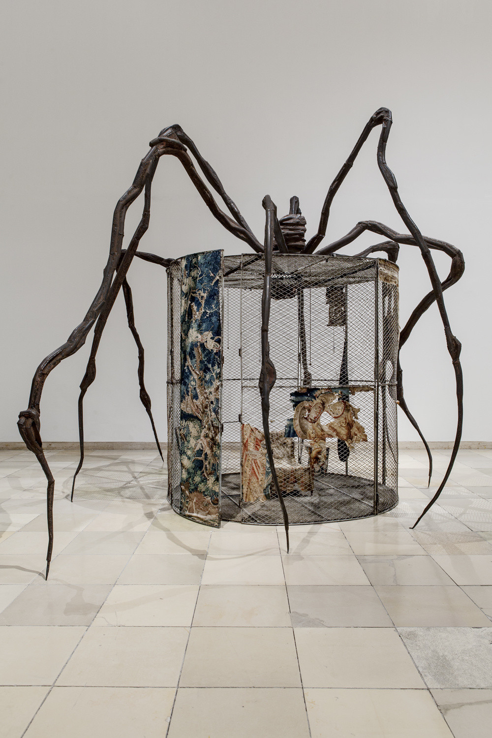_Spider (Cell),_ 1997. Steel, tapestry, wood, glass, fabric, rubber, silver, gold, and bone. Collection The Easton Foundation, New York. © 2017 The Easton Foundation/Licensed by VAGA, NY. LN2017.737