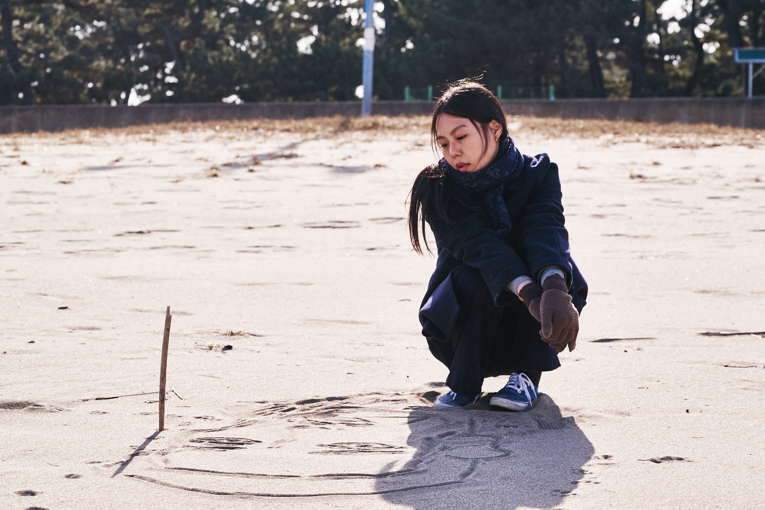 On the Beach at Night Alone. 2017. South Korea. Directed by Hong Sang-soo. Courtesy of Cinema Guild