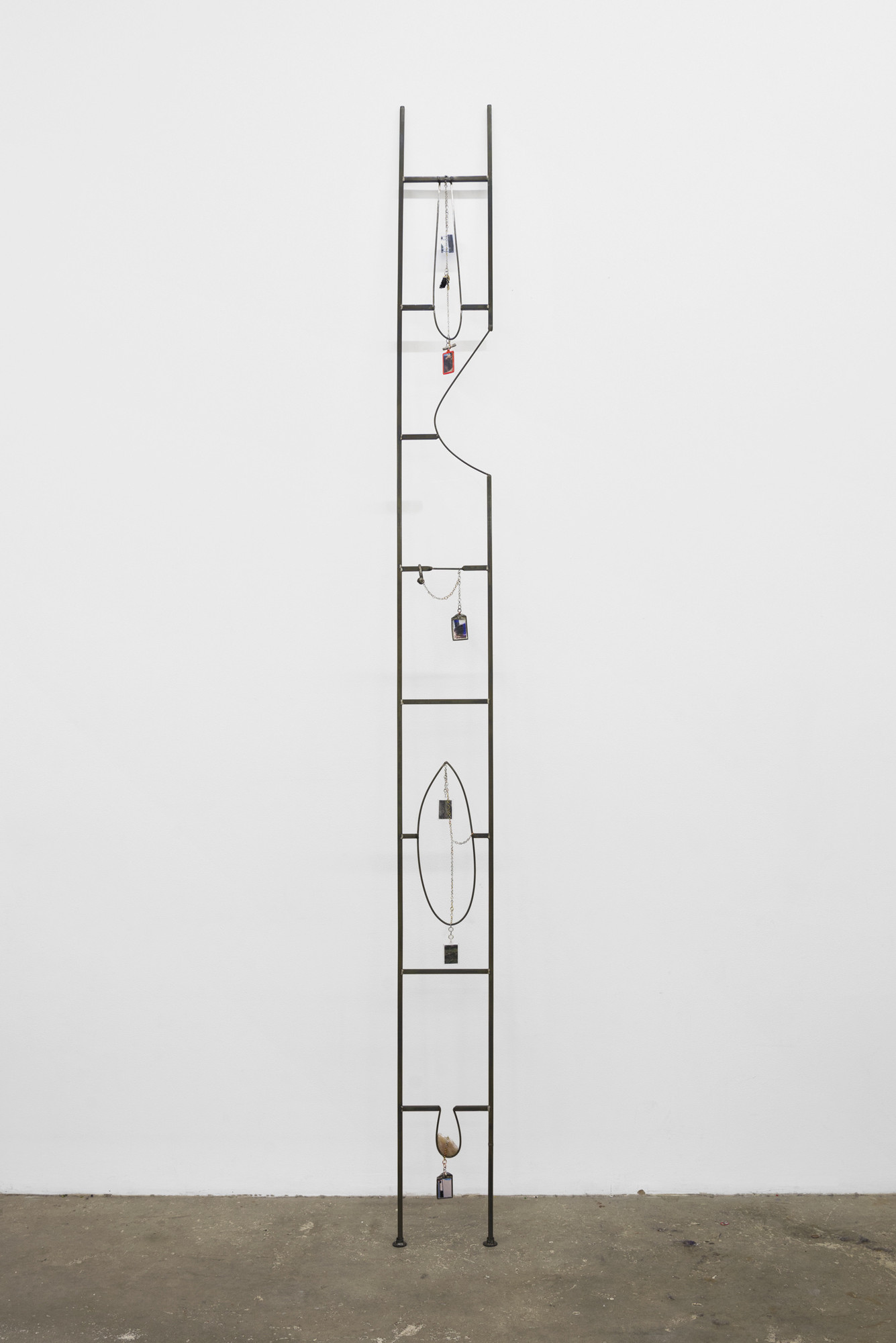 Em Rooney. _Pictures, Keychains, Freedom Ladder_. 2016. Welded steel, picture keychains, chromogenic color prints, pewter charms, chain, 119 x 9 inches (302.3 x 22.9 cm). Courtesy the artist and Bodega, New York. © 2018 Em Rooney