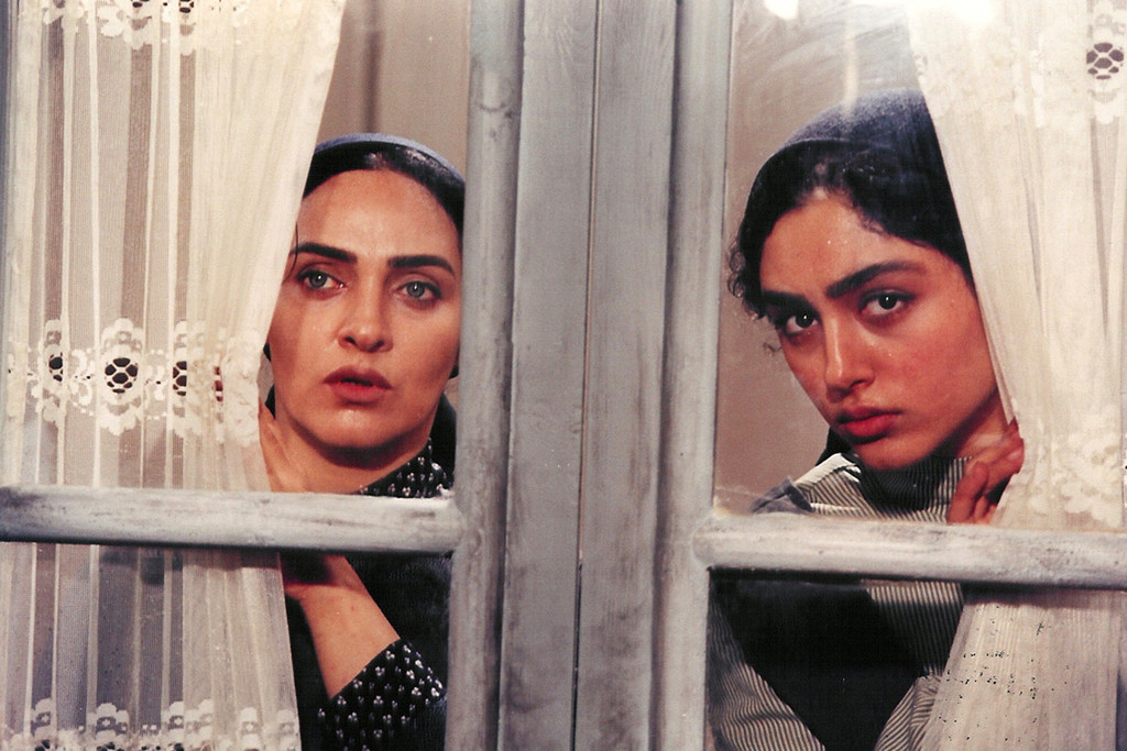 *The Fish Fall in Love*. 2006. Iran. Directed by Ali Raffi. Courtesy of Film Rise