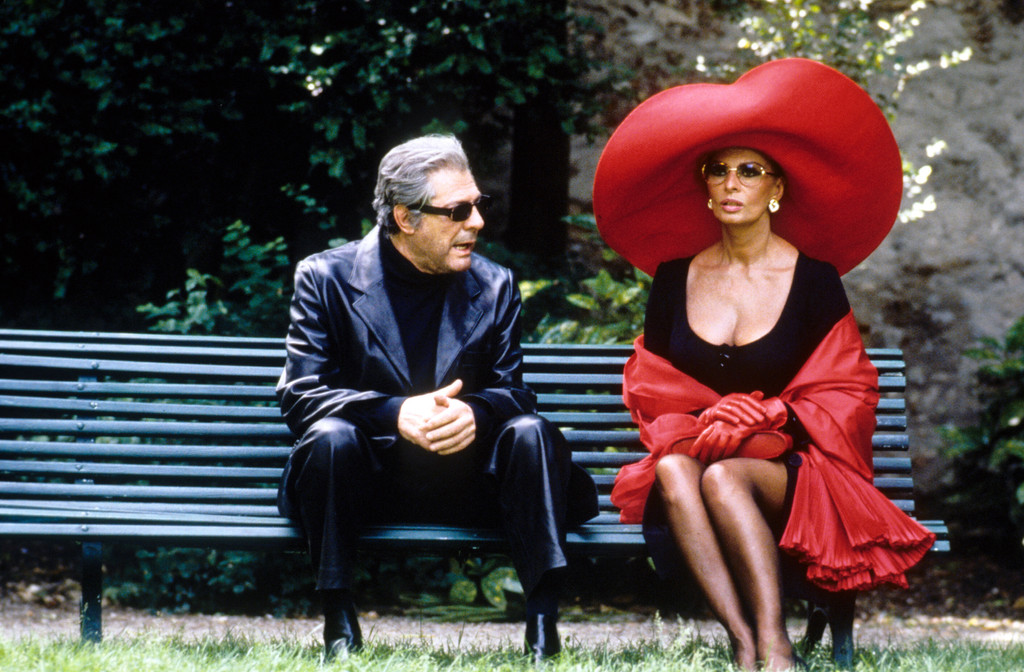 *Ready to Wear*. 1994. USA. Directed by Robert Altman. Courtesy Miramax Films/Photofest