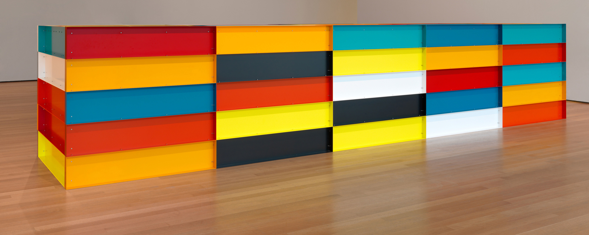 Donald Judd. Untitled. 1991. Enameled aluminum, 59″ × 24′ 7 1/4″ × 65″ (150 × 750 × 165 cm). The Museum of Modern Art, New York. Bequest of Richard S. Zeisler and gift of Abby Aldrich Rockefeller (both by exchange) and gift of Kathy Fuld, Agnes Gund, Patricia Cisneros, Doris Fisher, Mimi Haas, Marie-Josée and Henry R. Kravis, and Emily Spiegel. © 2019 Judd Foundation/Artists Rights Society (ARS), New York. Photo: John Wronn