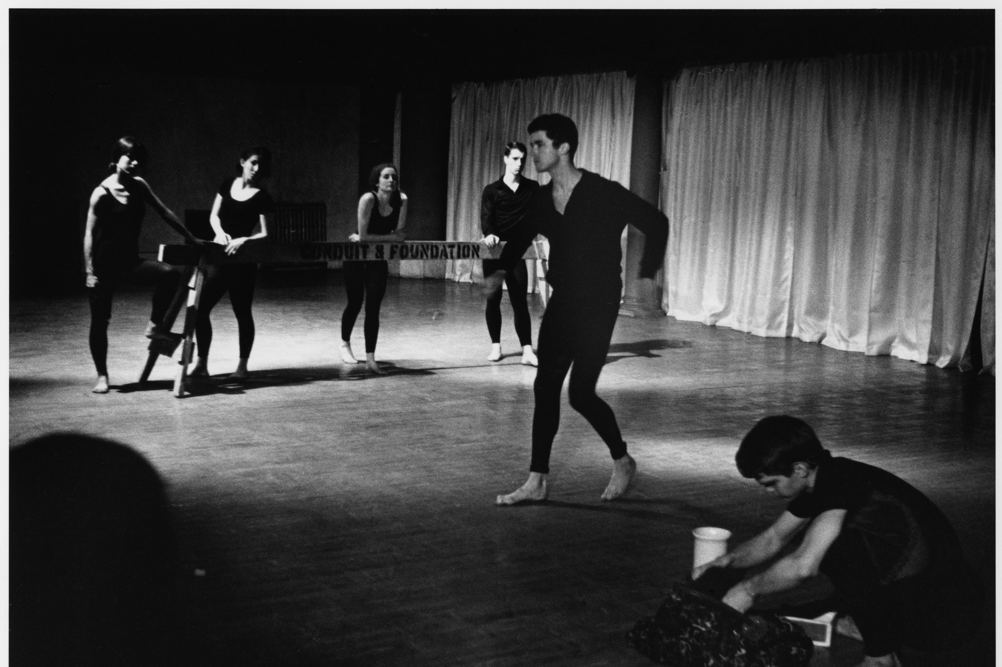 Peter Moore's photograph of Terrain, 1963. Performed at Judson Memorial Church, April 28, 1963. Pictured, from left: William Davis, Albert Reid (foreground); Yvonne Rainer, Judith Dunn, Trisha Brown, Steve Paxton (background). © Barbara Moore/Licensed by VAGA, New York, NY. Courtesy Paula Cooper Gallery, New York