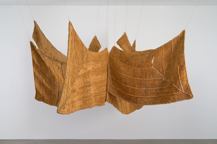 "Aurèlia Muñoz. Águila Beige (Brown Eagle). 1977. Macramé with hand-dyed sisal and jute yarn, 72 × 156 × 150"" (182.9 × 396.2 × 381 cm). Committee on Architecture and Design Funds. Digital image © 2019 The Museum of Modern Art, New York. Photo: Jonathan Muzikar"