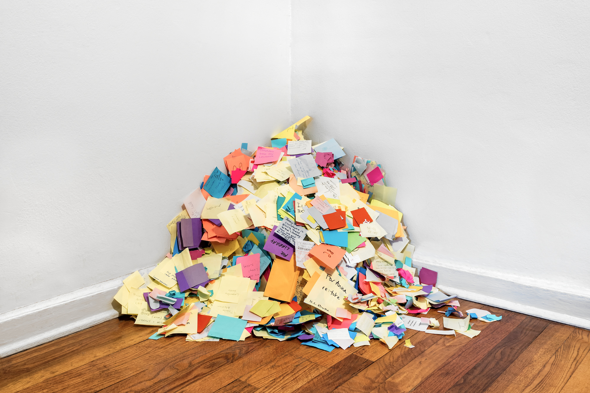 Post-its discarded by library researchers. Photo: Alejandro Merizalde