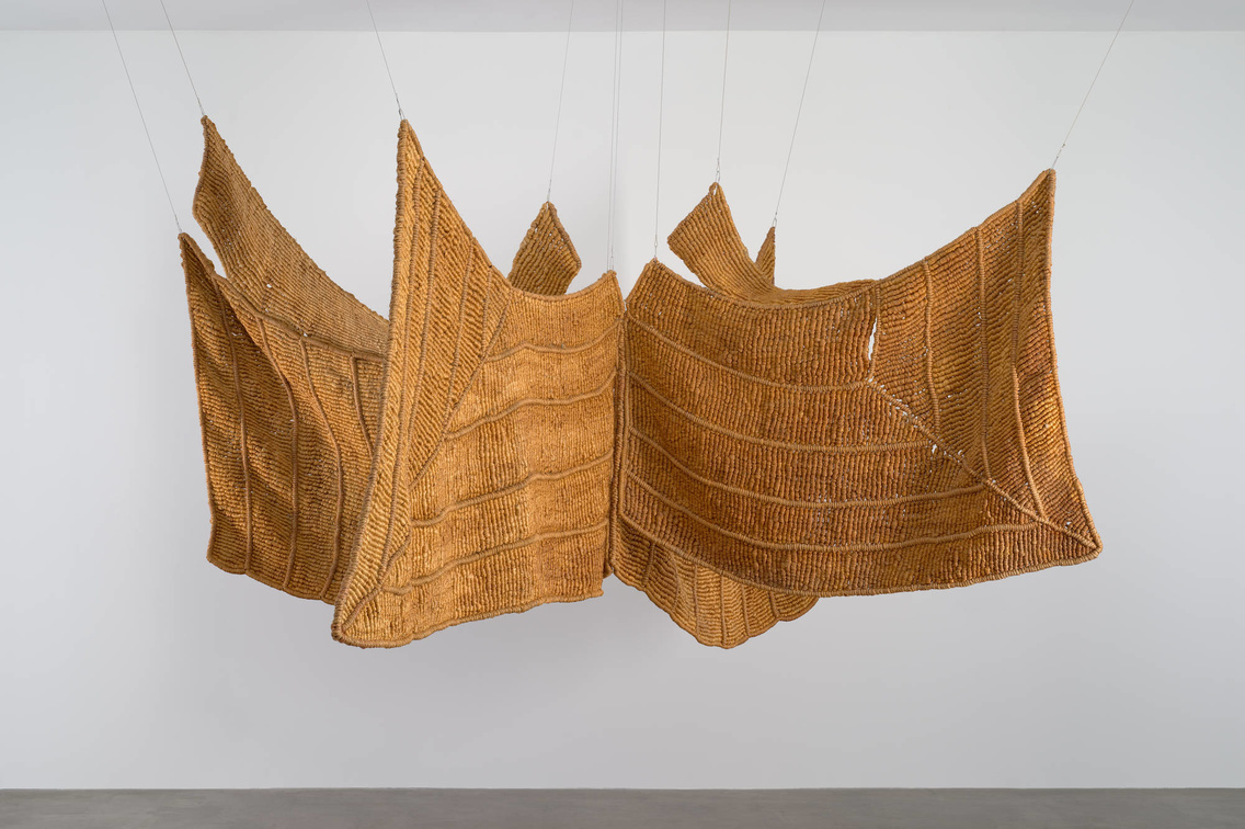 Aurèlia Muñoz. Águila Beige (Brown Eagle). 1977. Macramé with hand-dyed sisal and jute yarn. The Museum of Modern Art, New York. Committee on Architecture and Design Funds. © 2020
