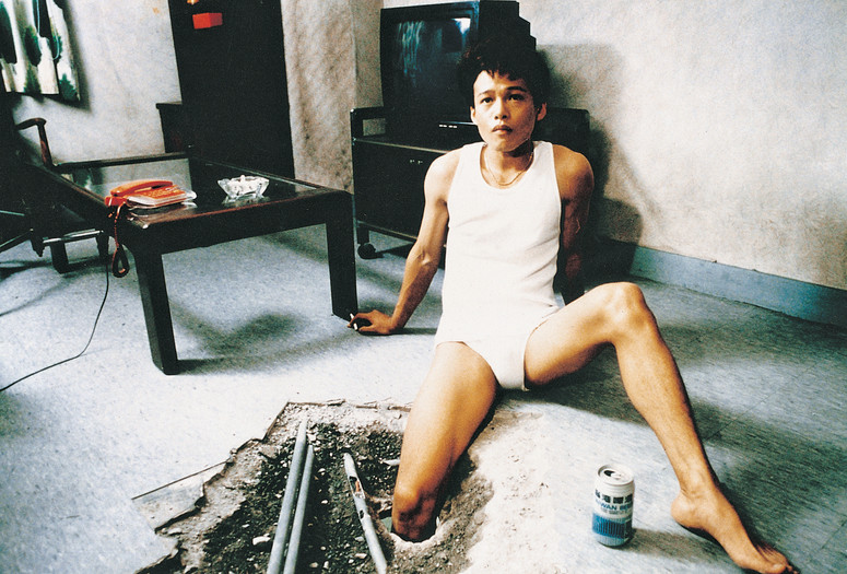 The Hole. 1998. Taiwan/France. Directed by Tsai Ming-Liang. Courtesy Taiwanese Film Insitute