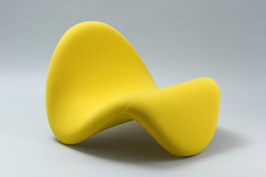"Pierre Paulin. Tongue Chair (model 577). 1967. Artifort, The Netherlands. Tubular steel frame with stretch fabric-covered latex foam, 25 1/4 x 33 1/2"" (64.1 x 85.1 cm), seat h. 14"" (35.6 cm). Gift of Artifort and the Suzanne Slesin Purchase Fund. © 2020 Pierre Paulin"