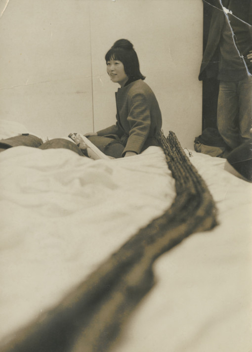 Fig. 1: Kubota with her sculpture 3rd.LOVE at her exhibition 1st.LOVE, 2nd.LOVE…, Naiqua Gallery, Tokyo, 1963