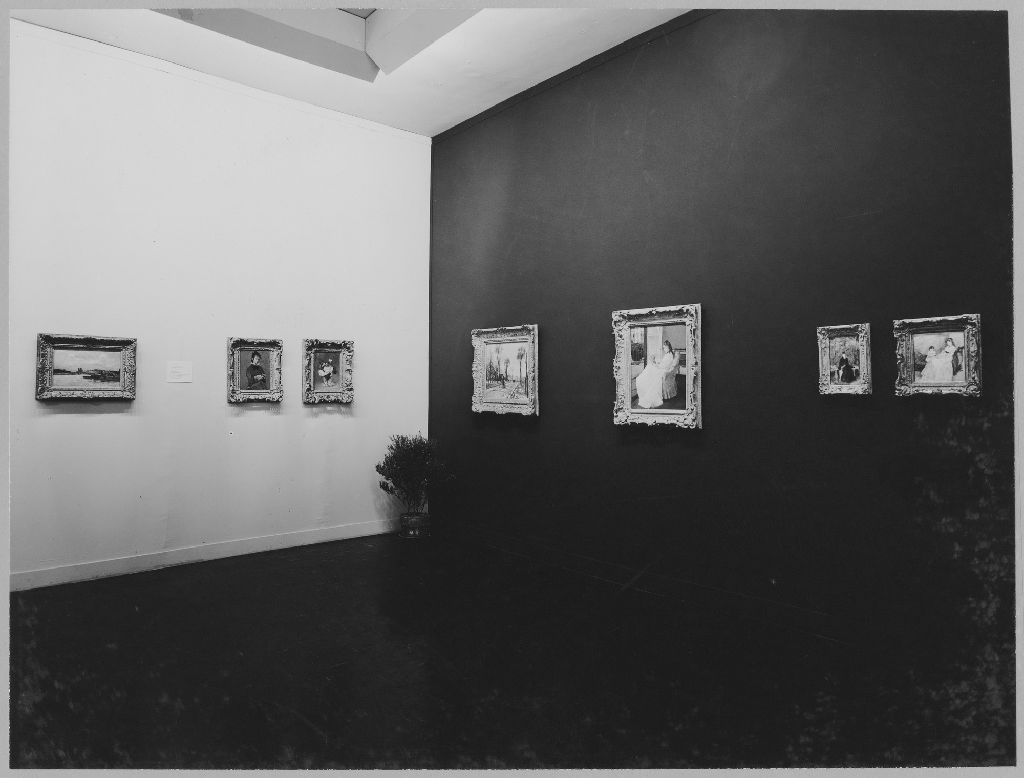 "Installation view of the exhibition, ""Molyneux Collection."" June 24, 1952–September 7, 1952. Photographic Archive. The Museum of Modern Art Archives, New York. IN514.1. Photograph by Soichi Sunami."