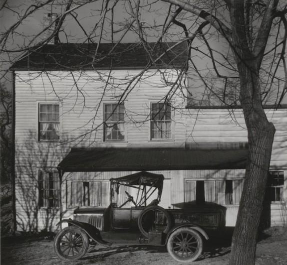 "Walker Evans. Westchester, New York, Farmhouse. 1931. Gelatin silver print. 6 7/8 x 7 3/8"" (17.5 x 18.8 cm). Anonymous Fund. (c) 2013 Walker Evans Archive, Metropolitan Museum of Art"