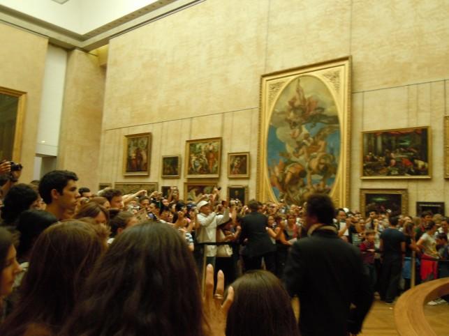 The crowds surrounding the Mona Lisa. Photo credit Ana Inciardi