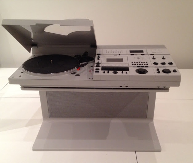 "Helmut Esslinger. Wega STereo System Concept 51. 1978. Plastic and steel, 22"" X 33 X 15 7/16"". Photograph: PPopeson. Hartmut Esslinger. Wega Stereo System Concept 51. 1978. Plastic and steel, 22″ X 33 X 15 7/16″. Photo: P. Popeson"
