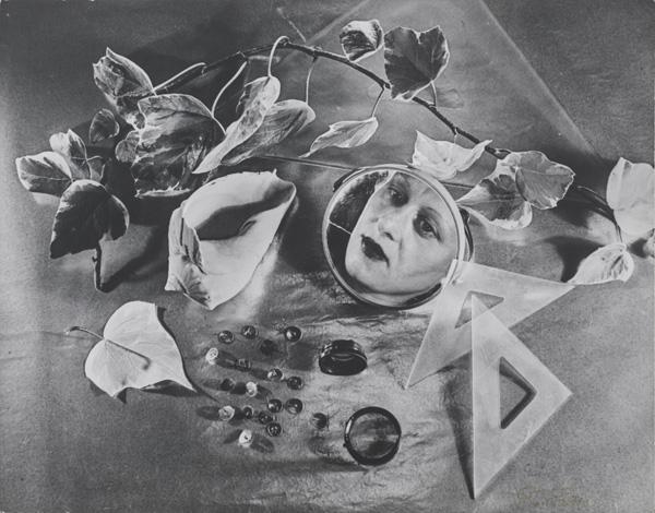 Grete Stern. Autorretrato (Self-Portrait). 1943. Gelatin silver print, printed 1958, 8 11/16 x 11″ (22 x 28 cm). Estate of Horacio Coppola, Buenos Aires © 2015 Estate of Horacio Coppola