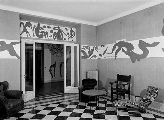 The Swimming Pool In Matisseu0027s Dining Room At The Hôtel Régina, Nice, 1953.  Photo: Hélène Adant. © Centre Pompidou   MnamCci   Bibliothèque Kandinsky