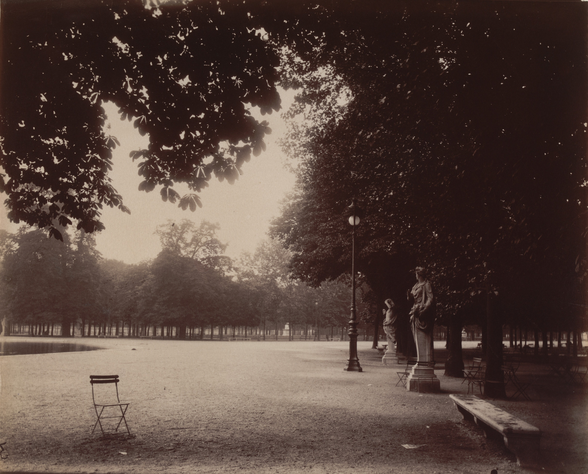 Eugène Atget. Tuileries, côté Concorde. 1912 | MoMA