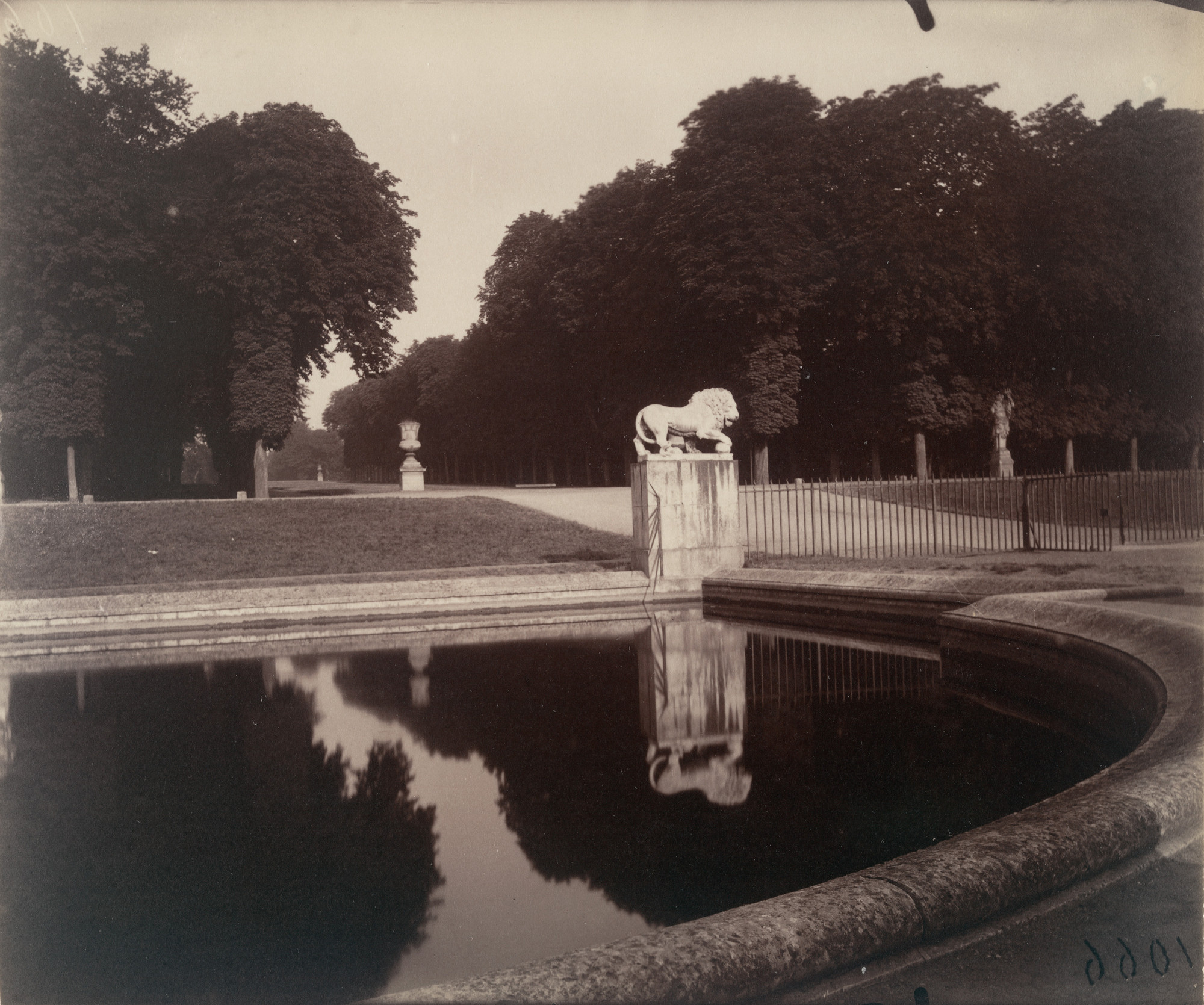 Eugène Atget. Saint-Cloud. Morning, 7:00, July 1921