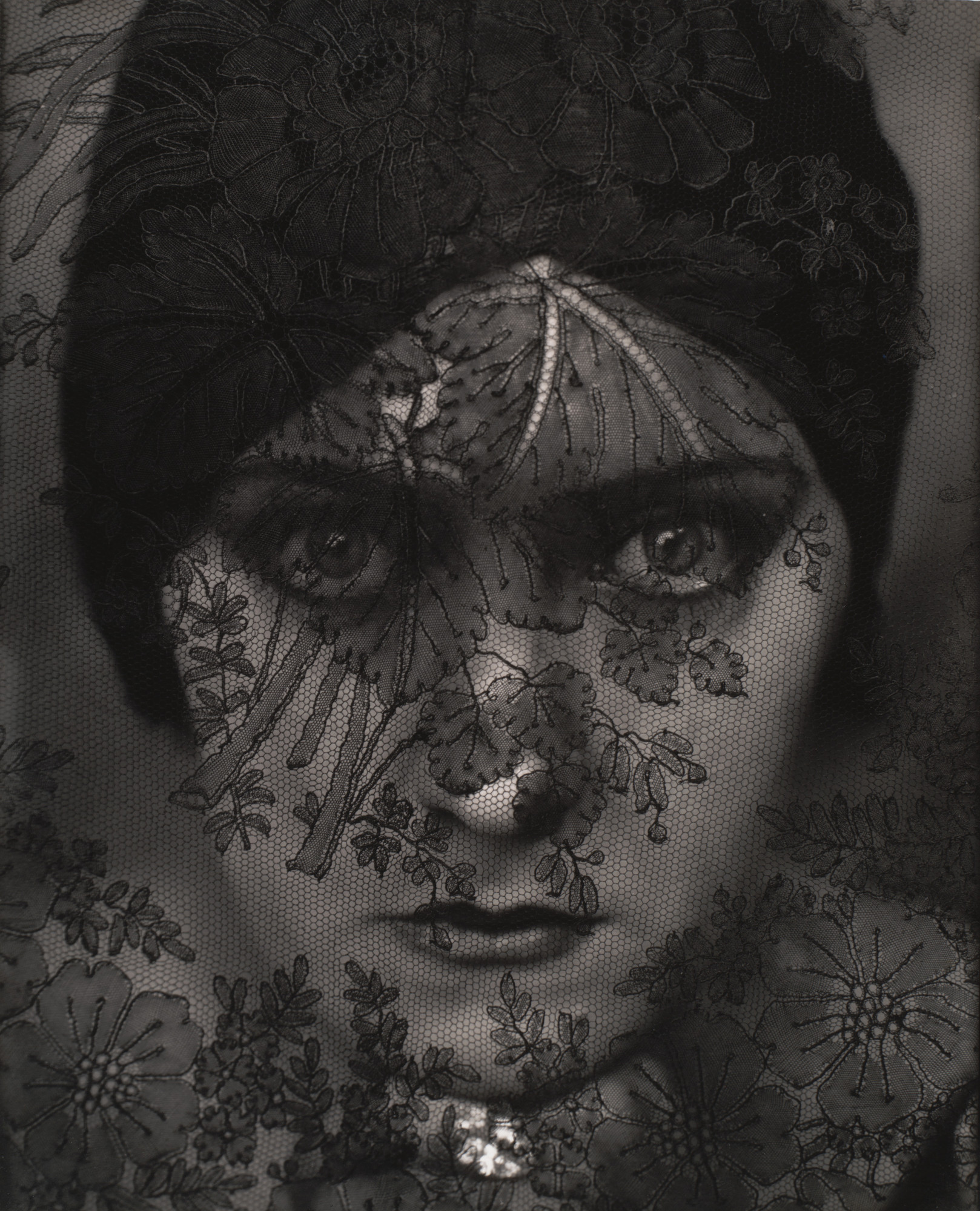 Edward Steichen. Gloria Swanson, New York. 1924