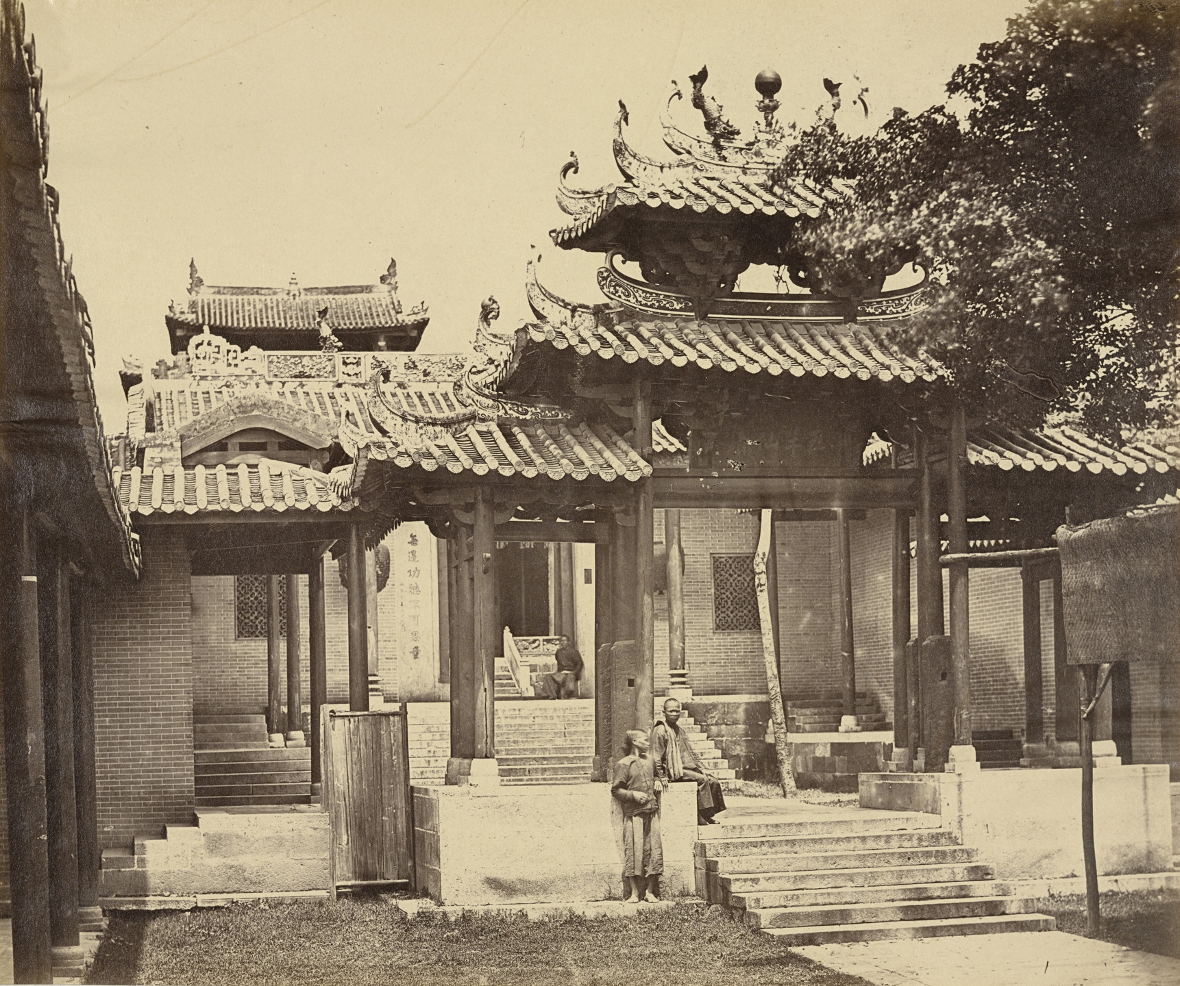 Felice Beato. Entrance of the Five Genii Temple, Canton. April 1860