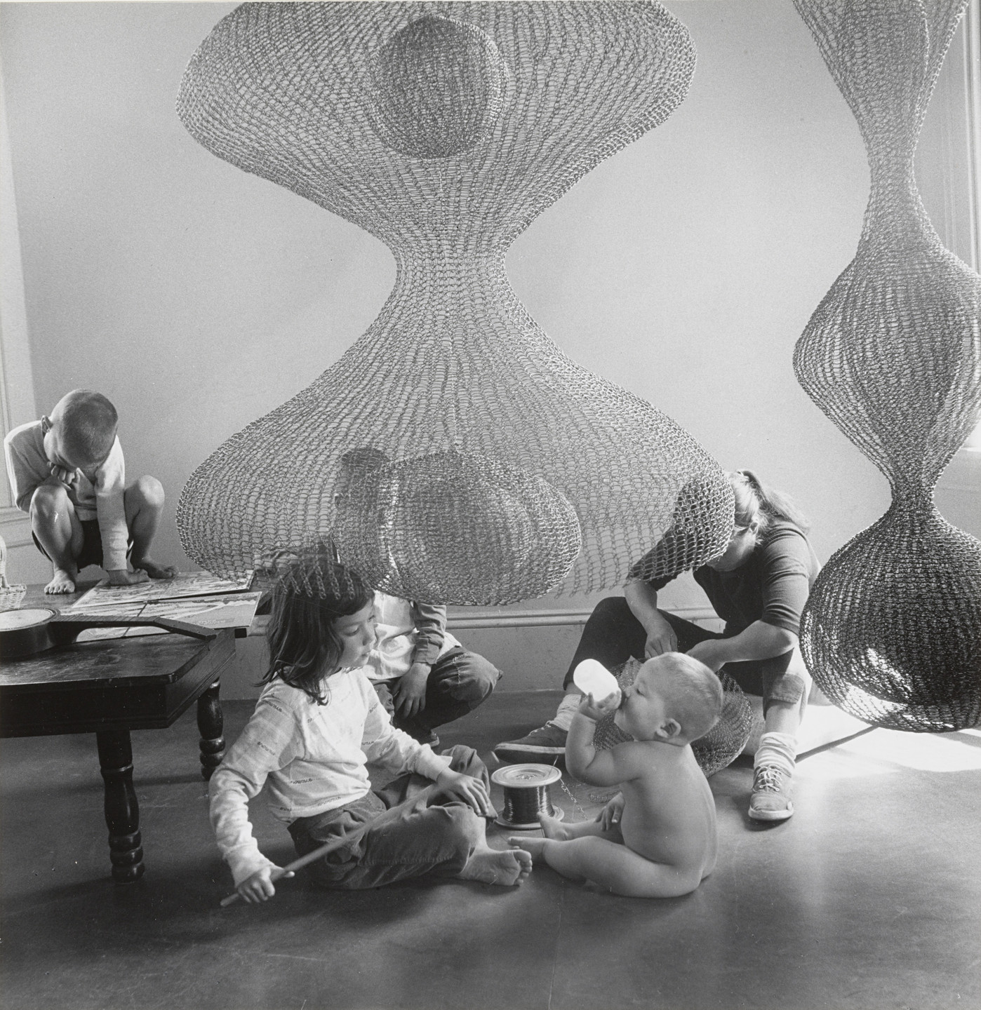 Imogen Cunningham. Ruth Asawa at Work with Children. 1957