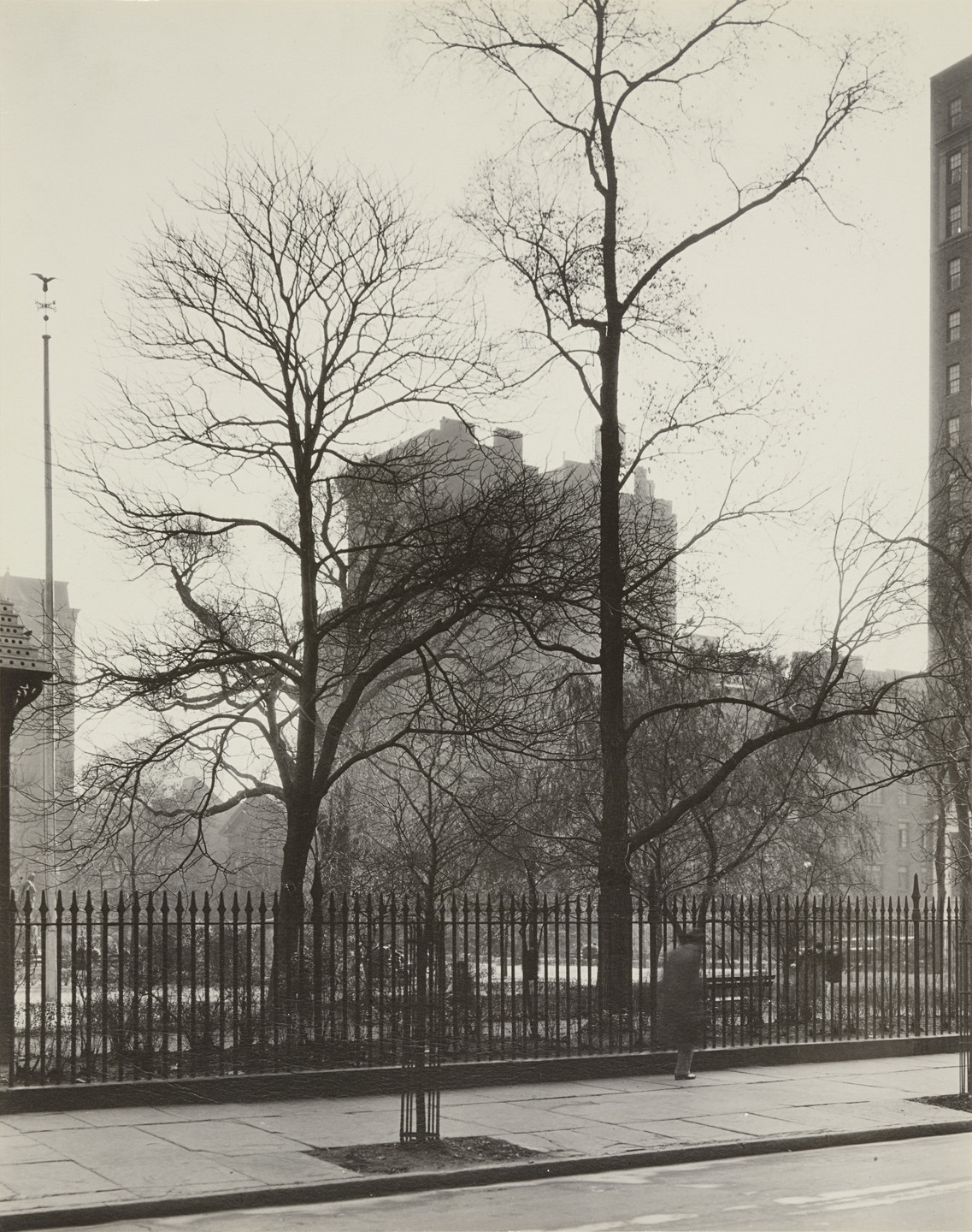 Berenice Abbott. West Side of Gramercy Park West, nos. 3-4, Manhattan. November 27, 1935