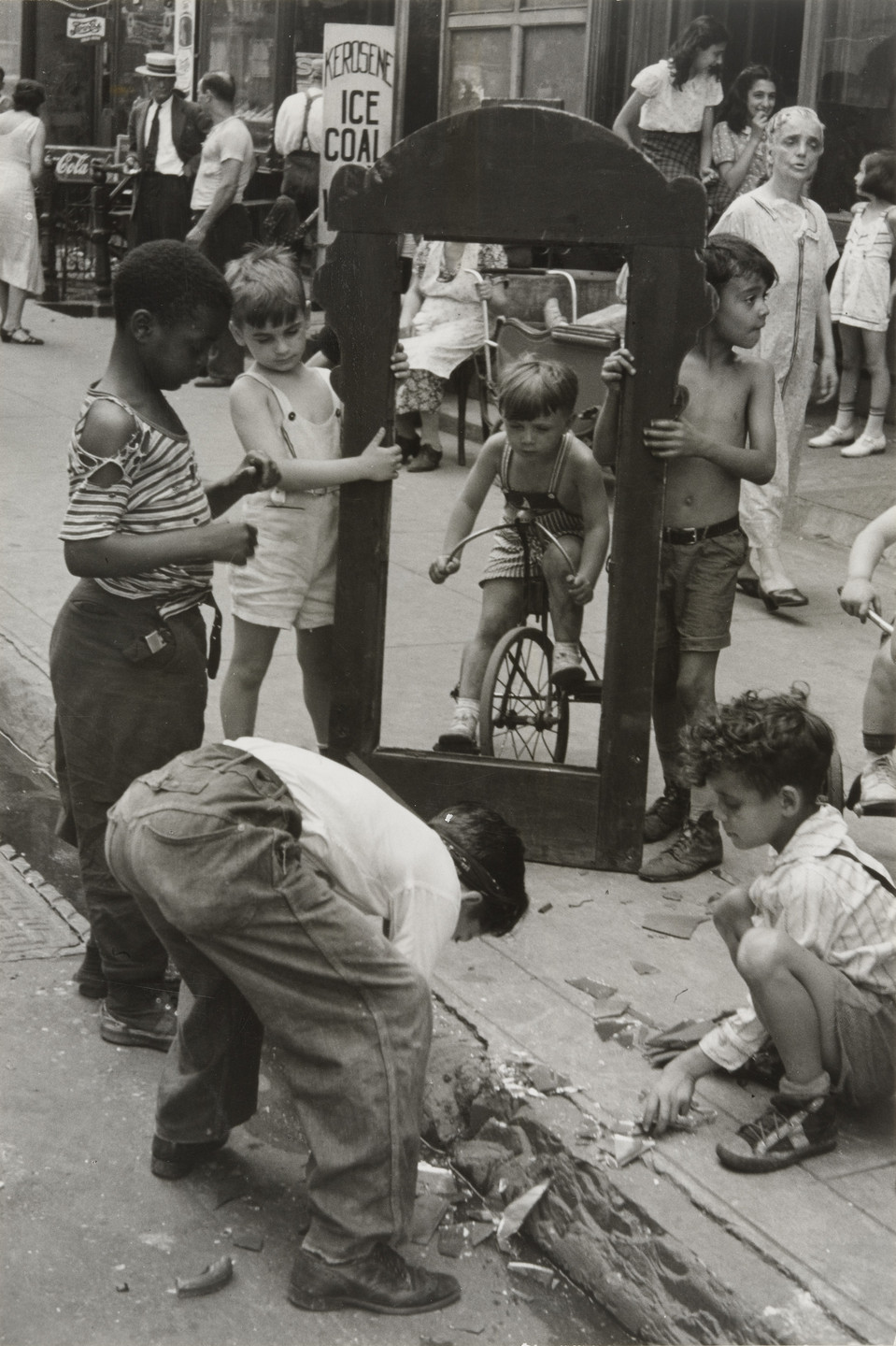 Helen Levitt. New York. c. 1940