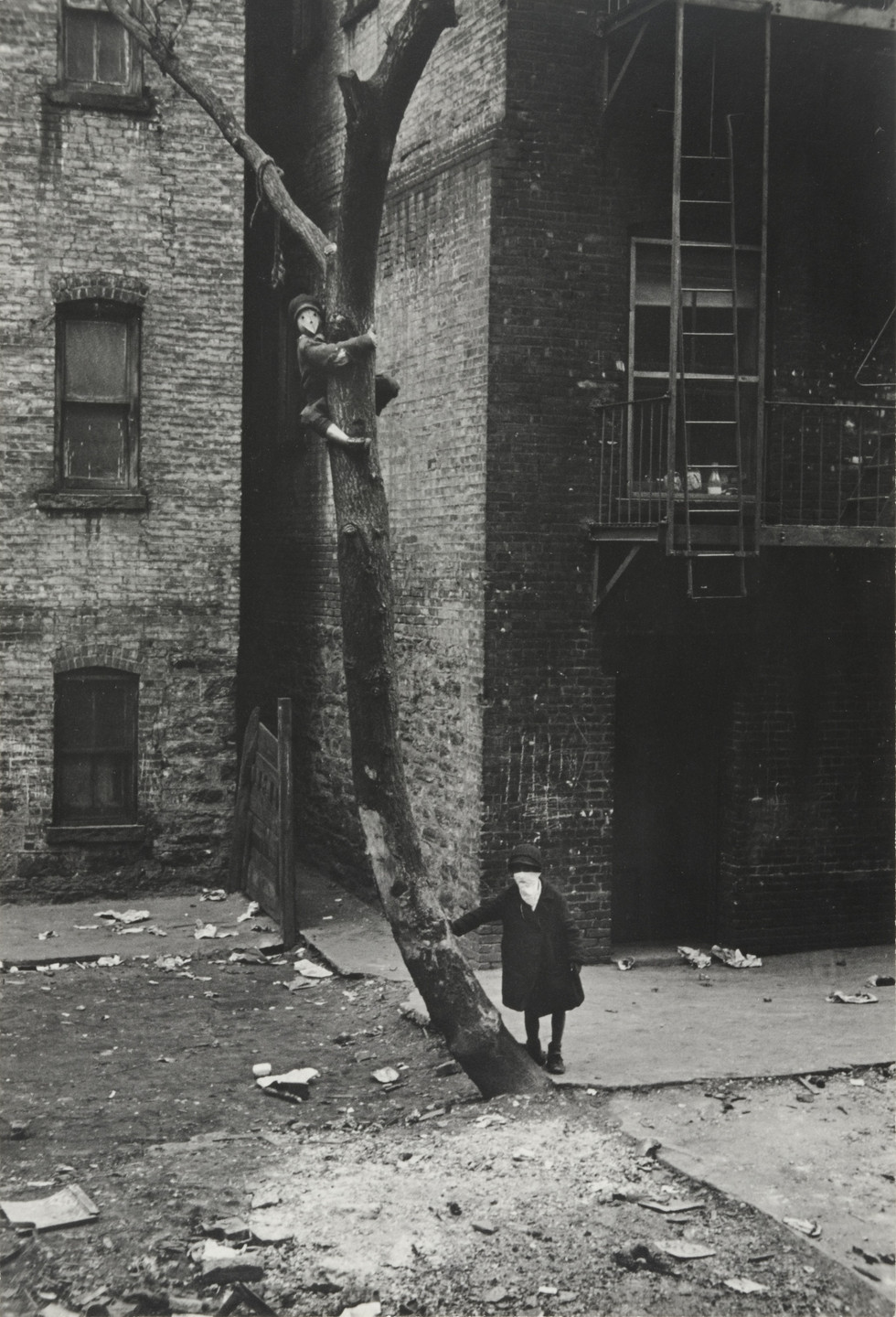Helen Levitt. New York. 1938