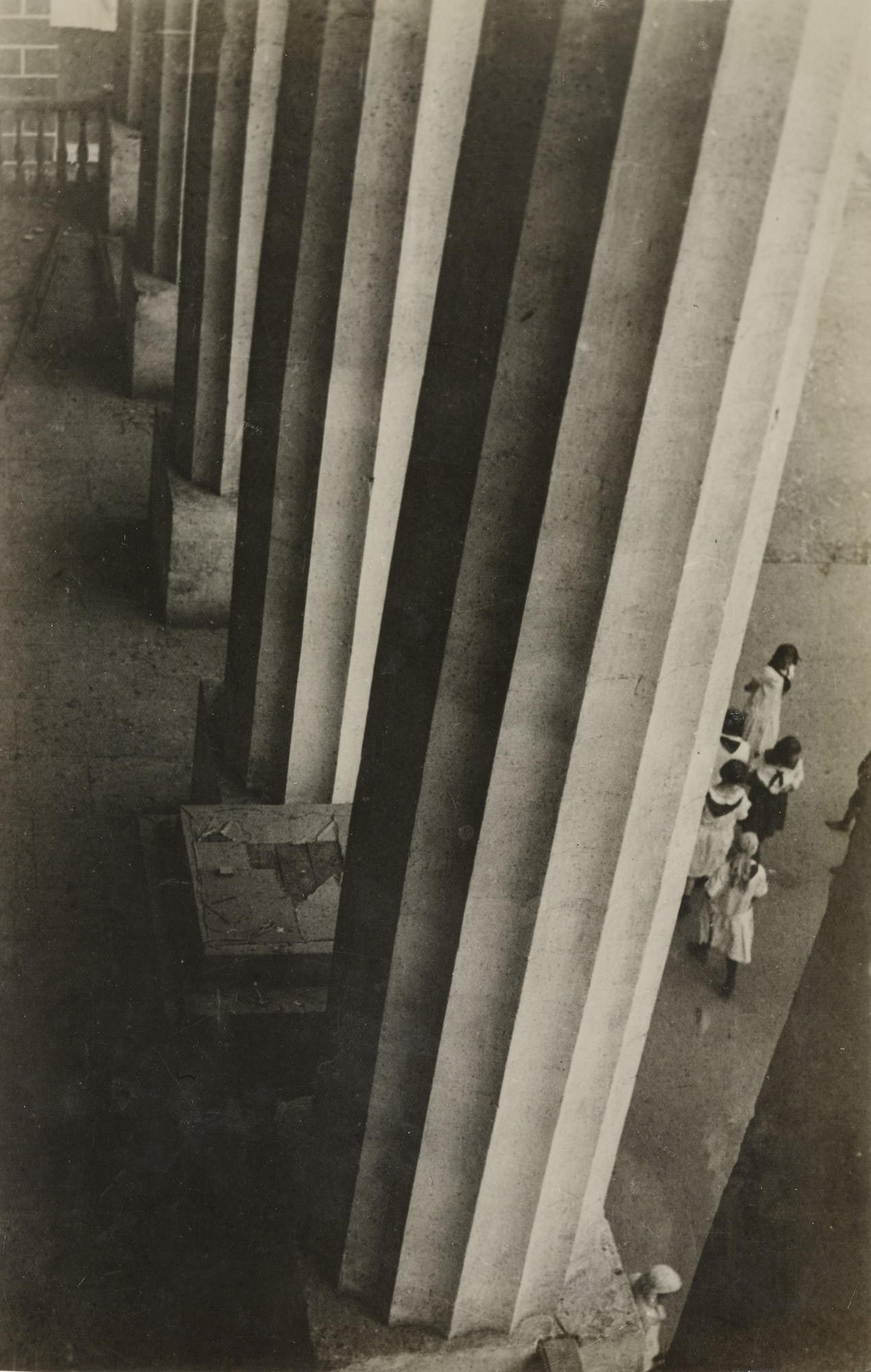 Aleksandr Rodchenko. Columns of the Museum of the Revolution. 1926