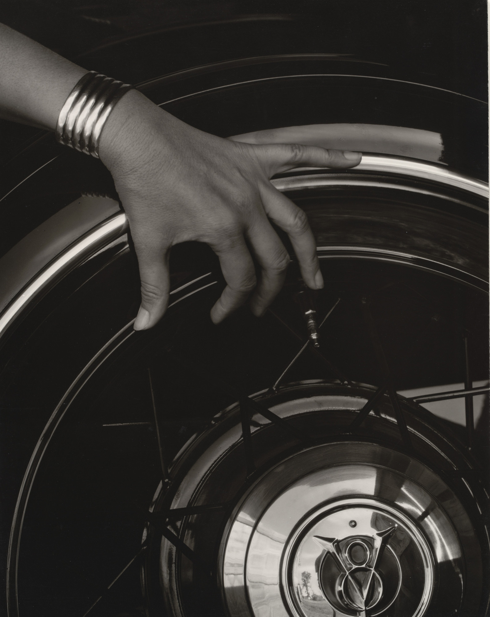 Alfred Stieglitz. Georgia O'Keeffe - Hand and Wheel. 1933