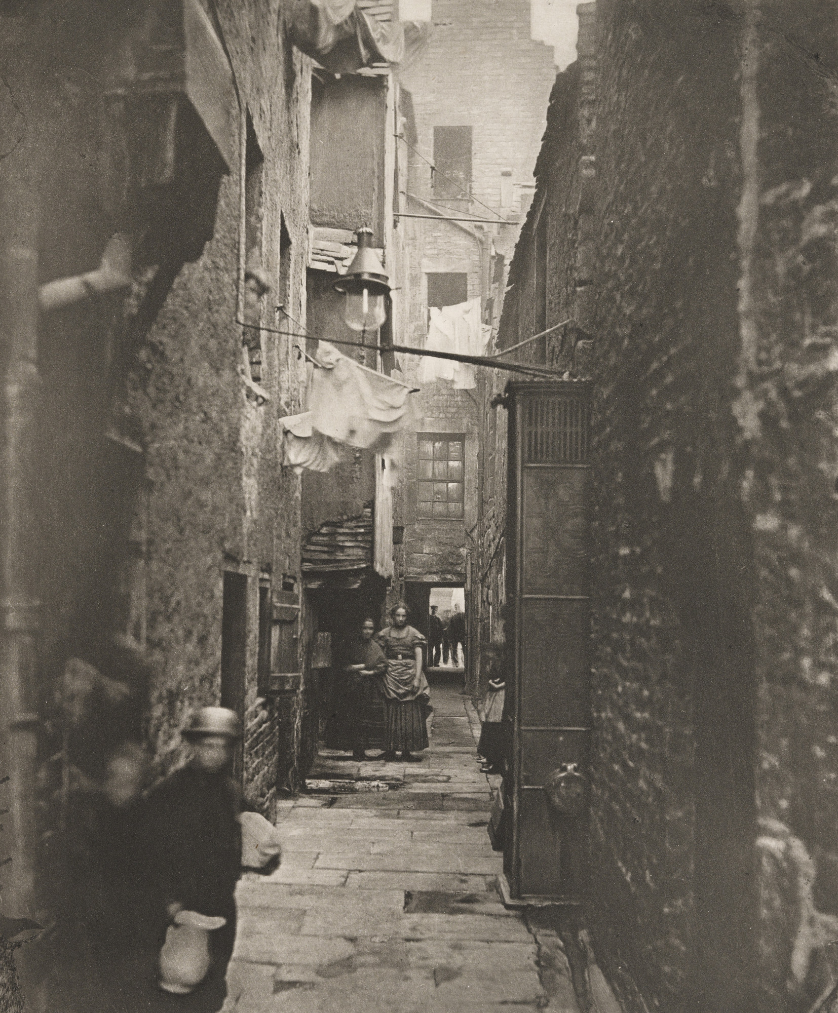 Thomas Annan. Close No. 37 High Street. 1868