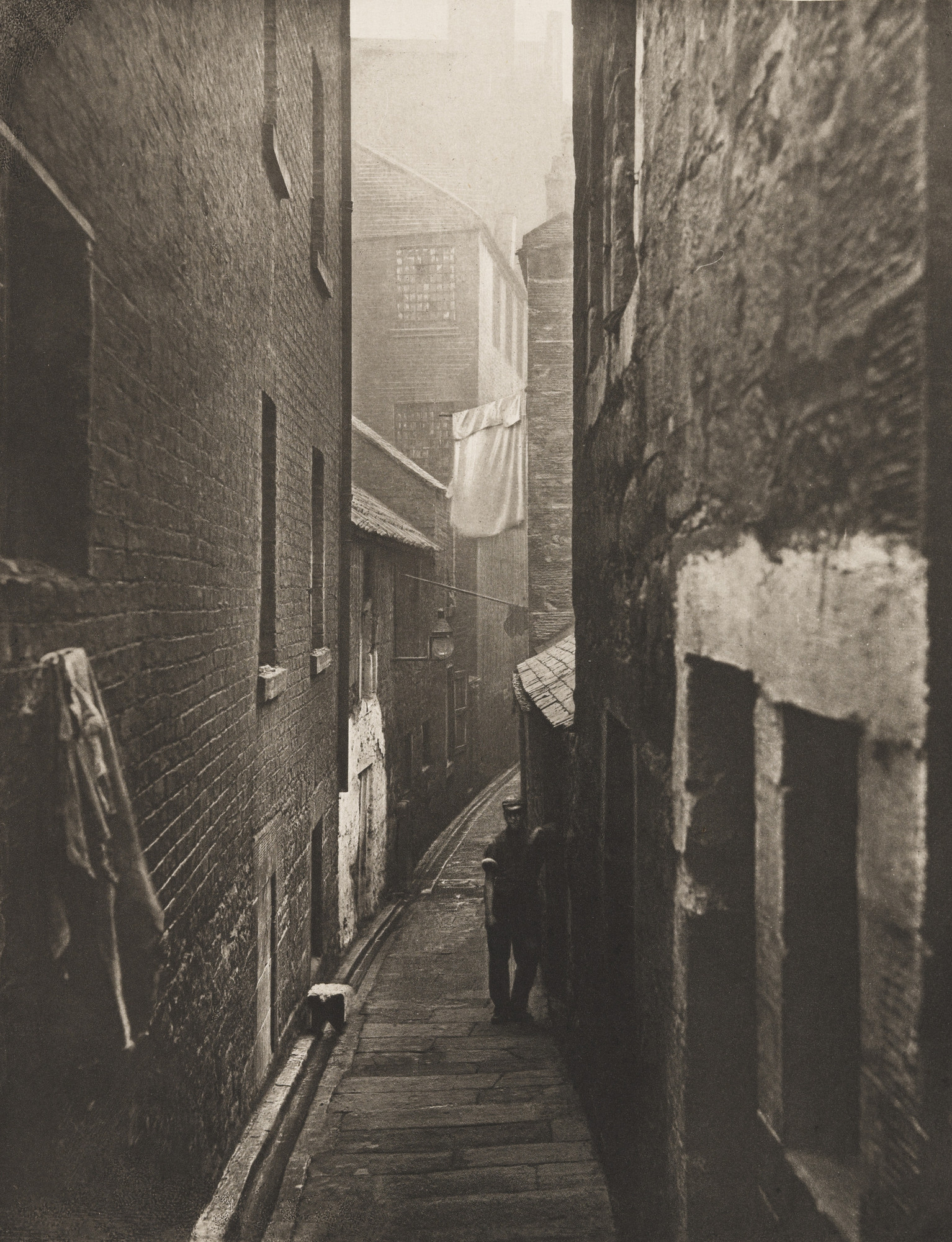 Thomas Annan. Close No. 31 Saltmarket. 1868