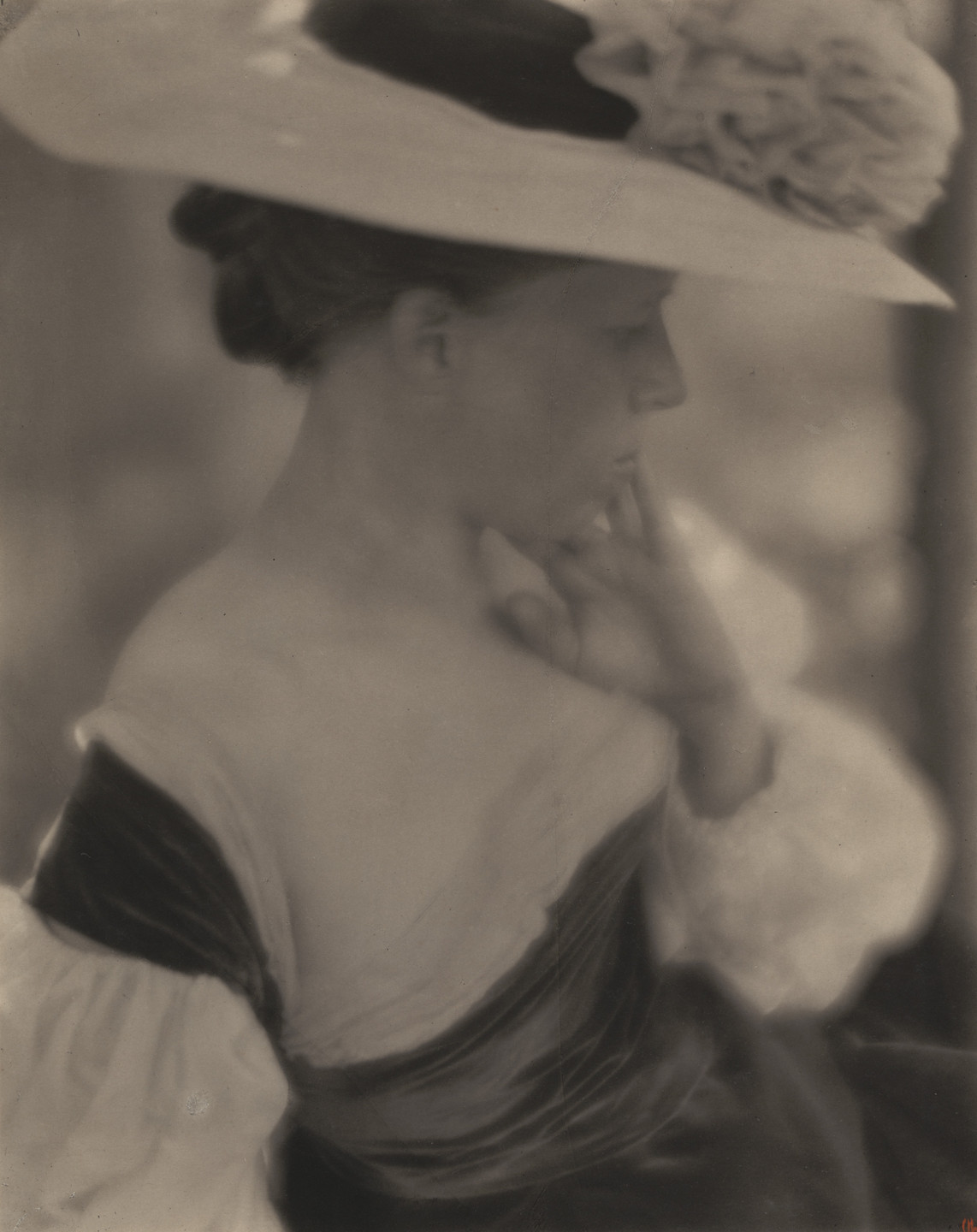 Clarence H. White. Mrs. Clarence H. White. 1906