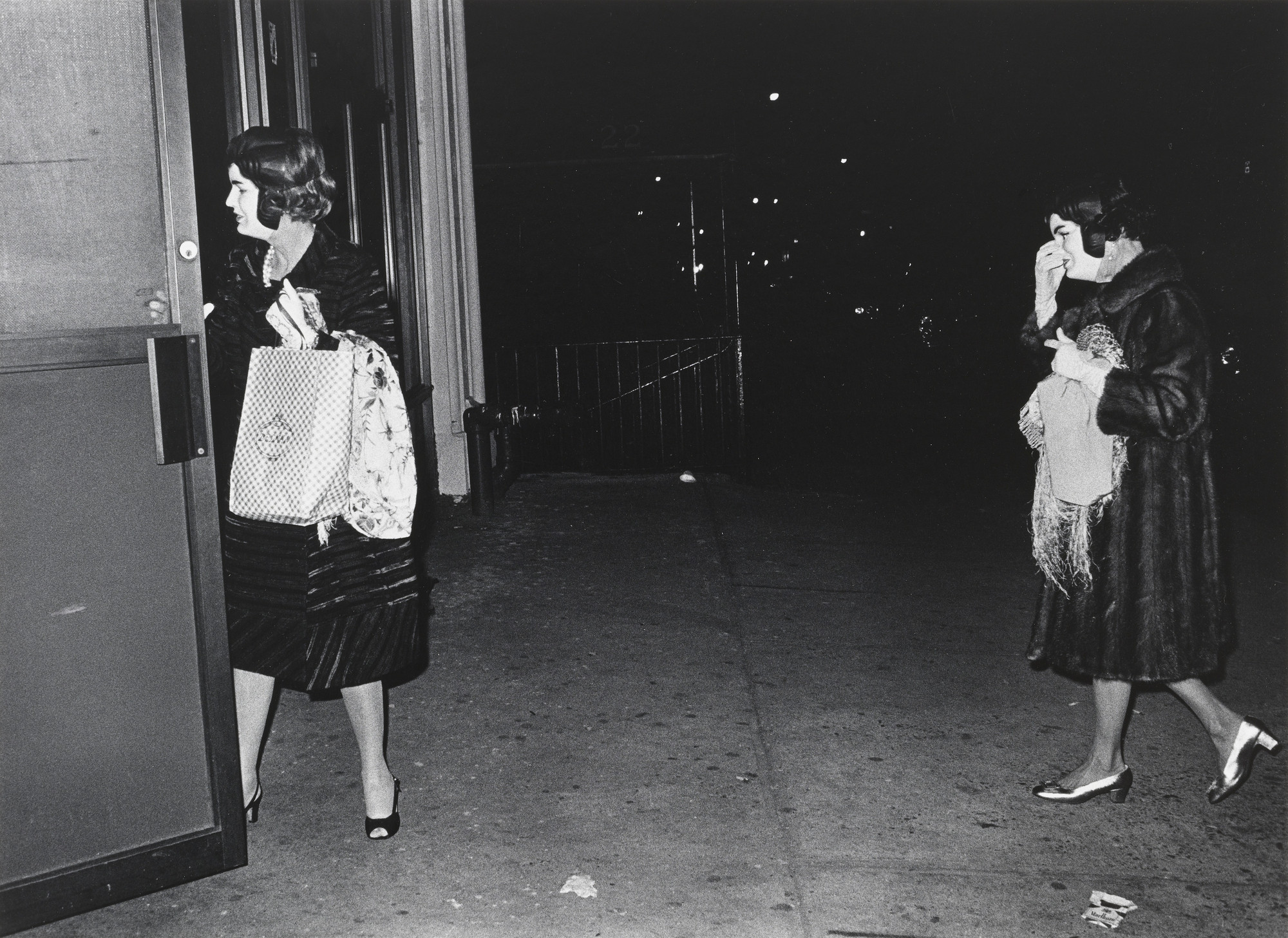 Ikko (Ikko Narahara). Two Ladies with Identical Jackie Kennedy Masks, New York. 1970