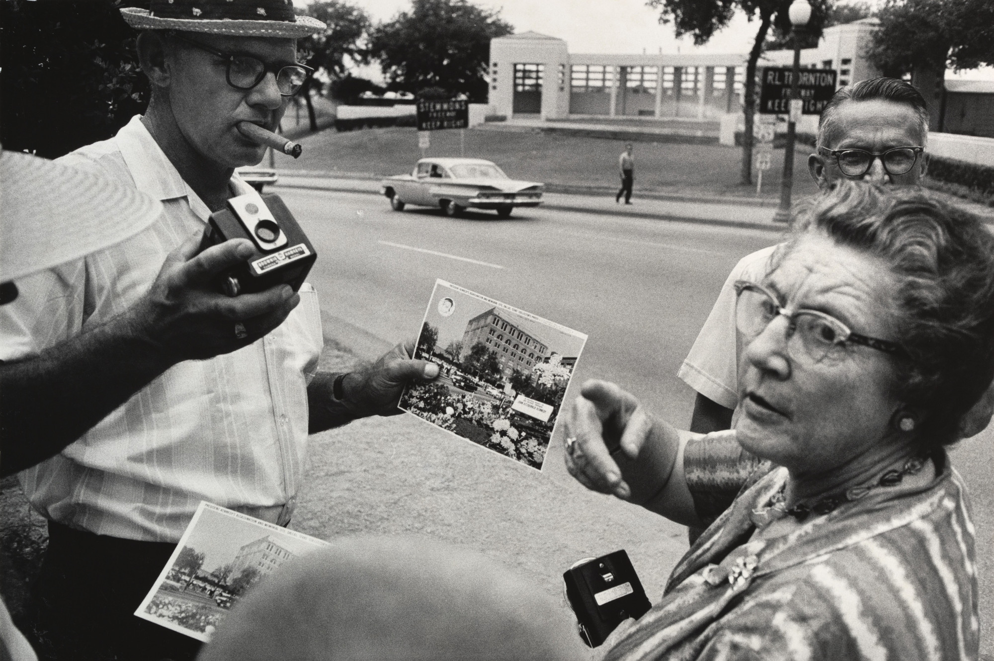 Garry Winogrand. Dealey Plaza, Dallas. 1964