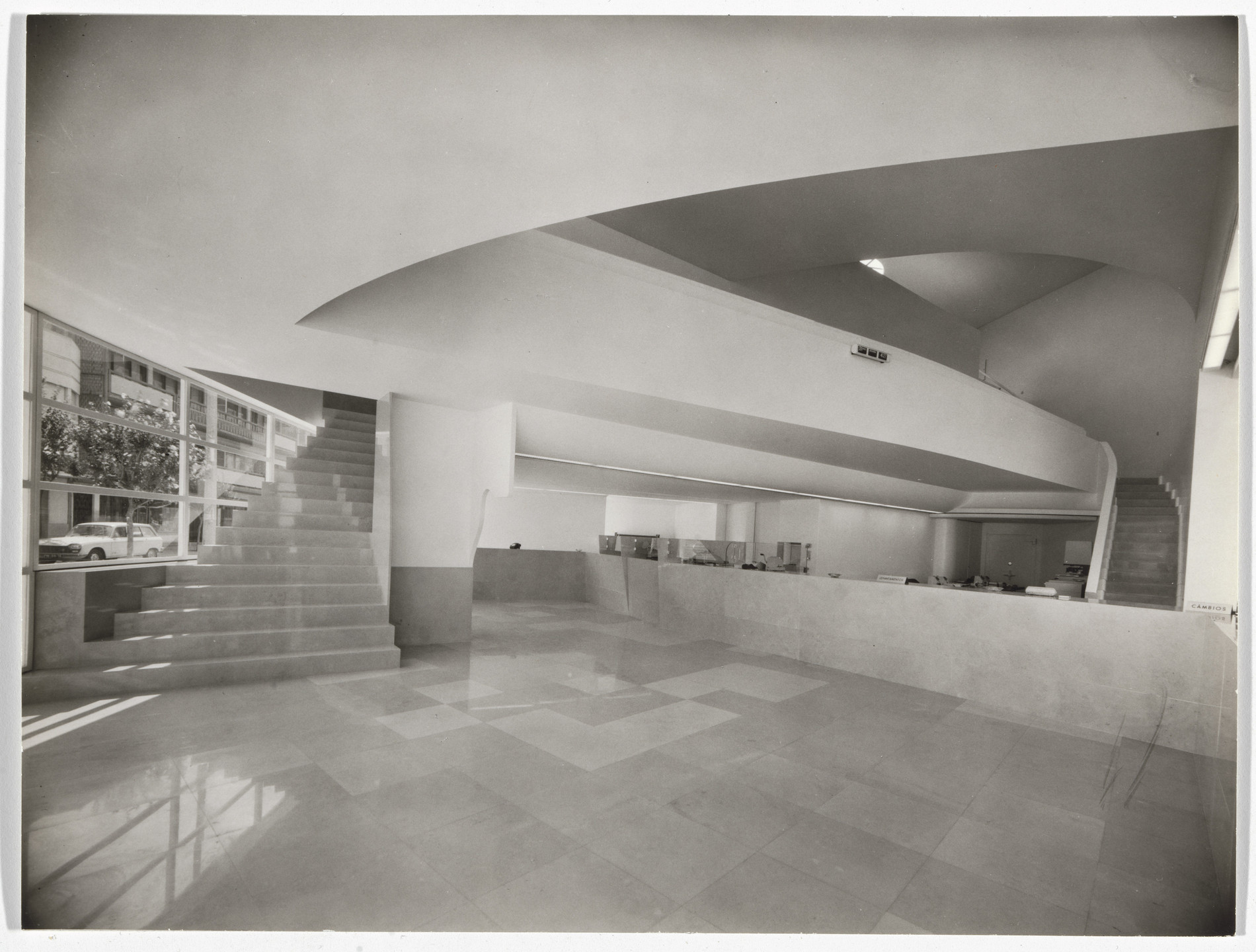 Álvaro Siza. Banco Pinto & Sotto Mayor, Oliveira de Azeméis, Portugal (Interior view). 1971-1974