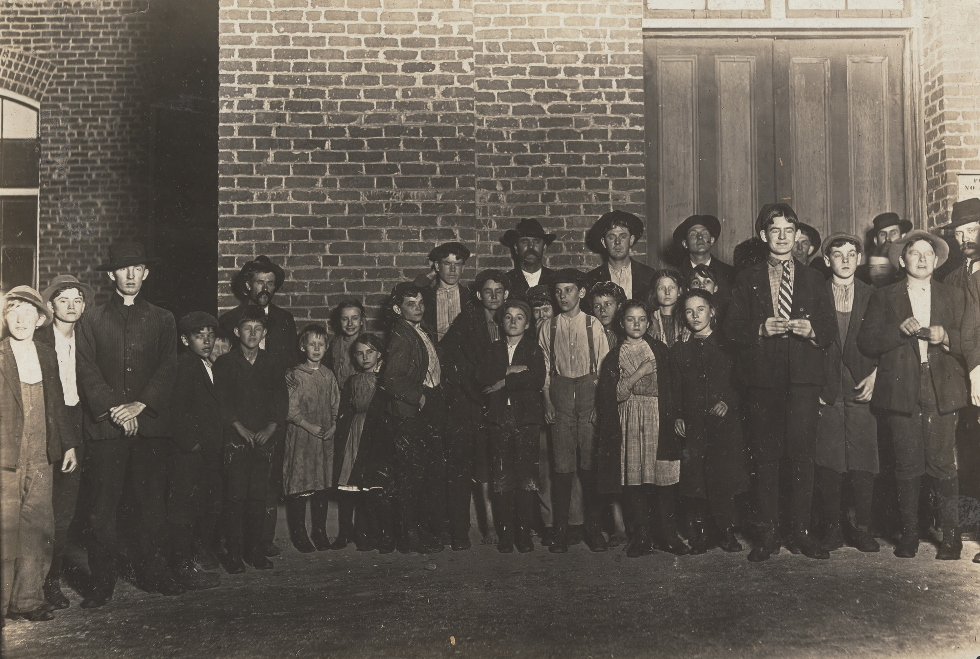 Lewis W. Hine. Clinton Mills, Clinton, South Carolina. December 1908