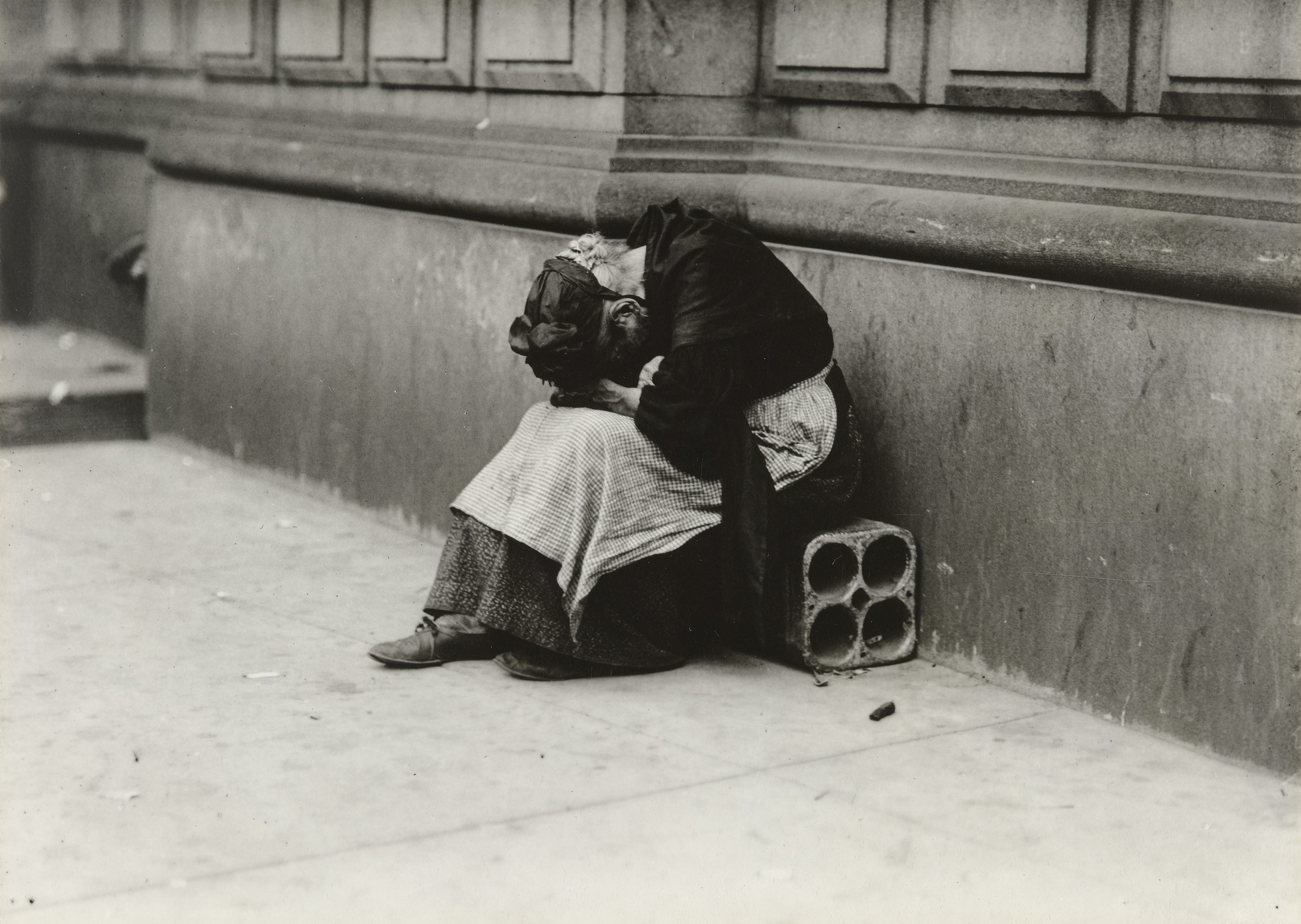 Lewis W. Hine. Tragedy of Old Age. 1912