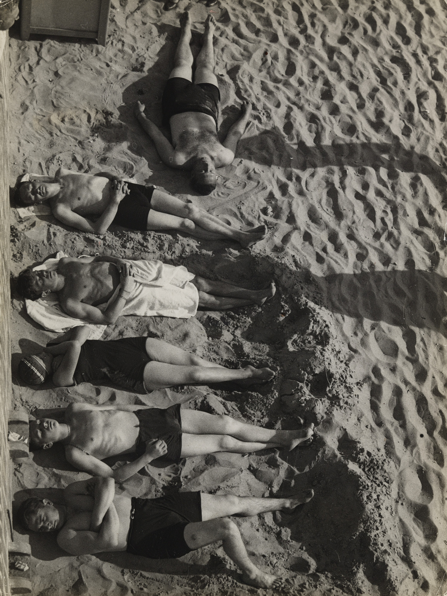 Umbo (Otto Umbehr). Six at the Beach. 1930