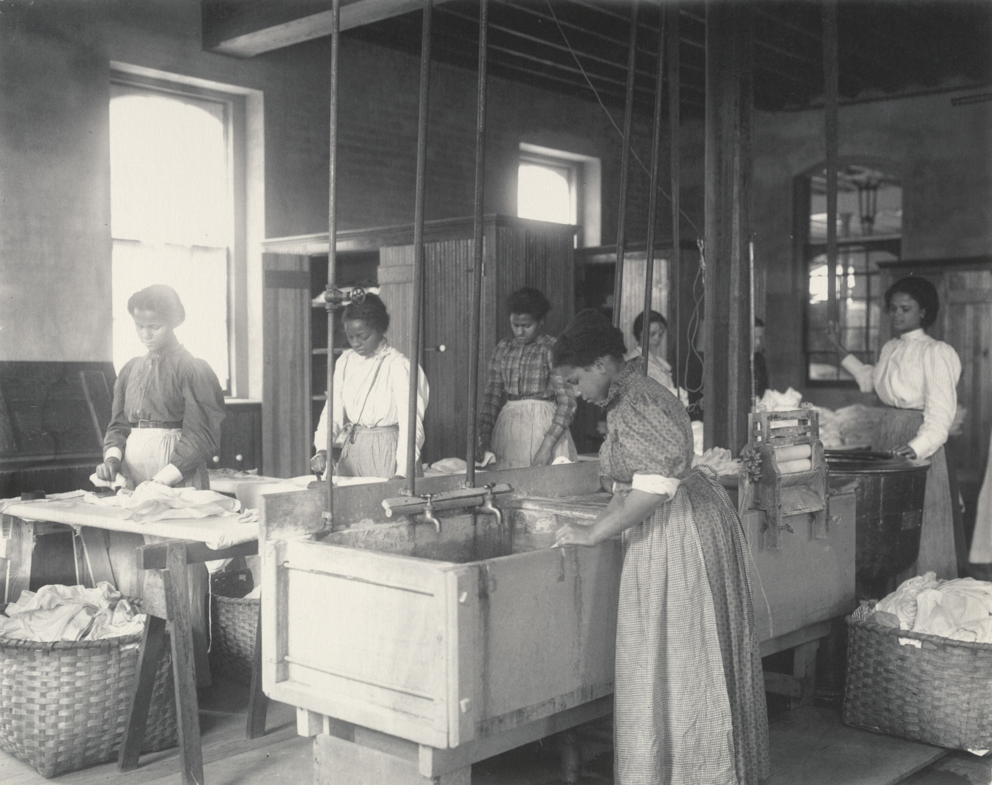 history of the laundry shops