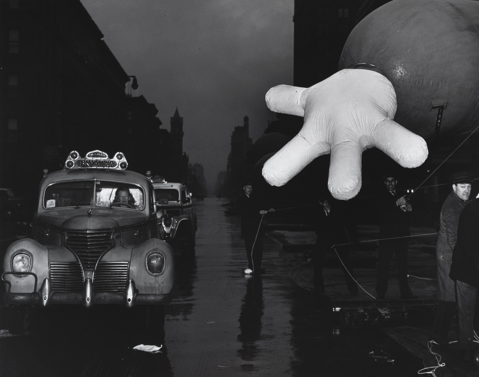 Weegee (Arthur Fellig). Macy's Thanksgiving Day Parade. c. 1942